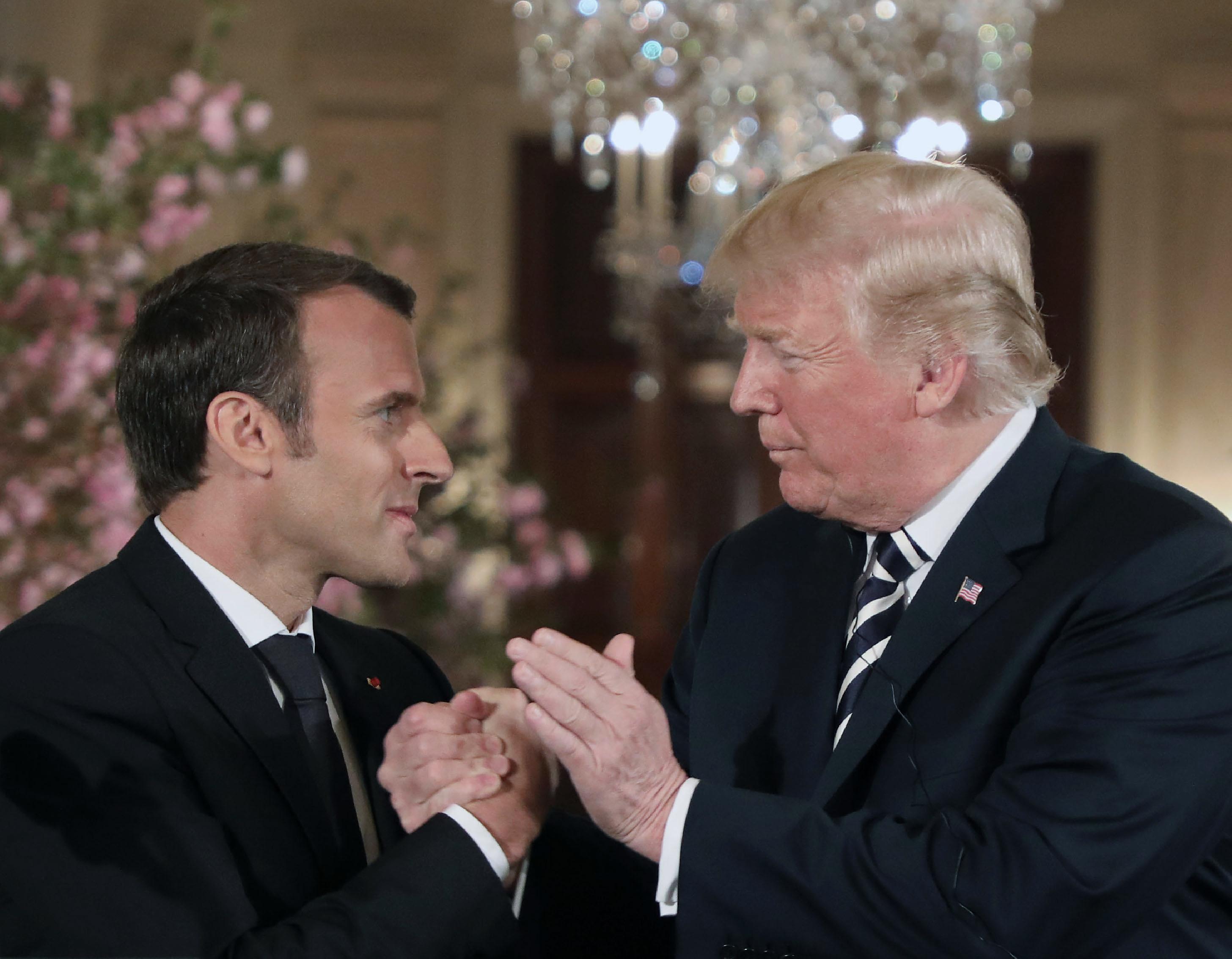 Macron Washingtonban győzködte Trumpot, hogy ne rúgja fel az iráni atomalkut