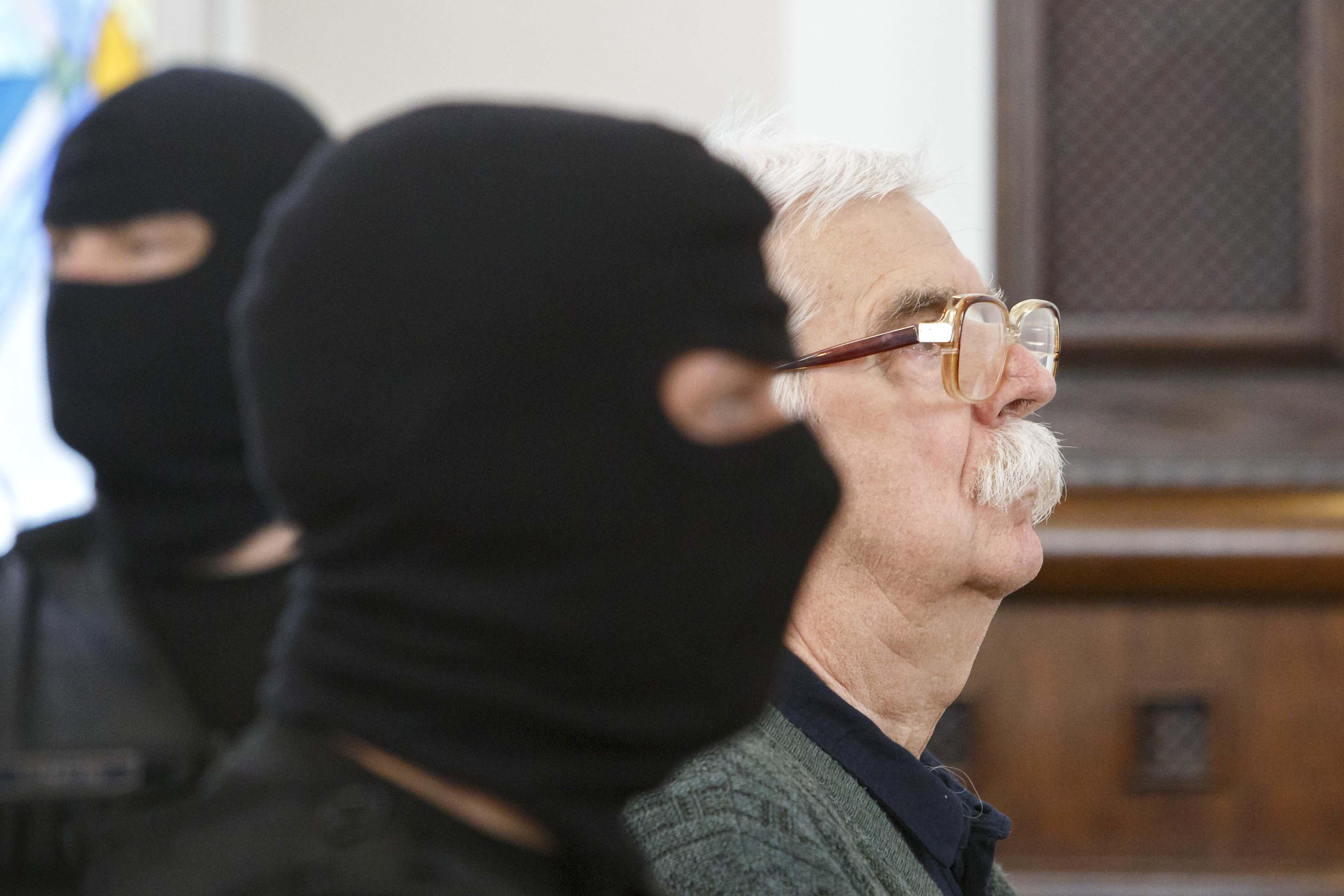 Győrkös azzal védekezett a tárgyaláson, hogy csak véletlenül húzta meg a ravaszt, miután meglőtték
