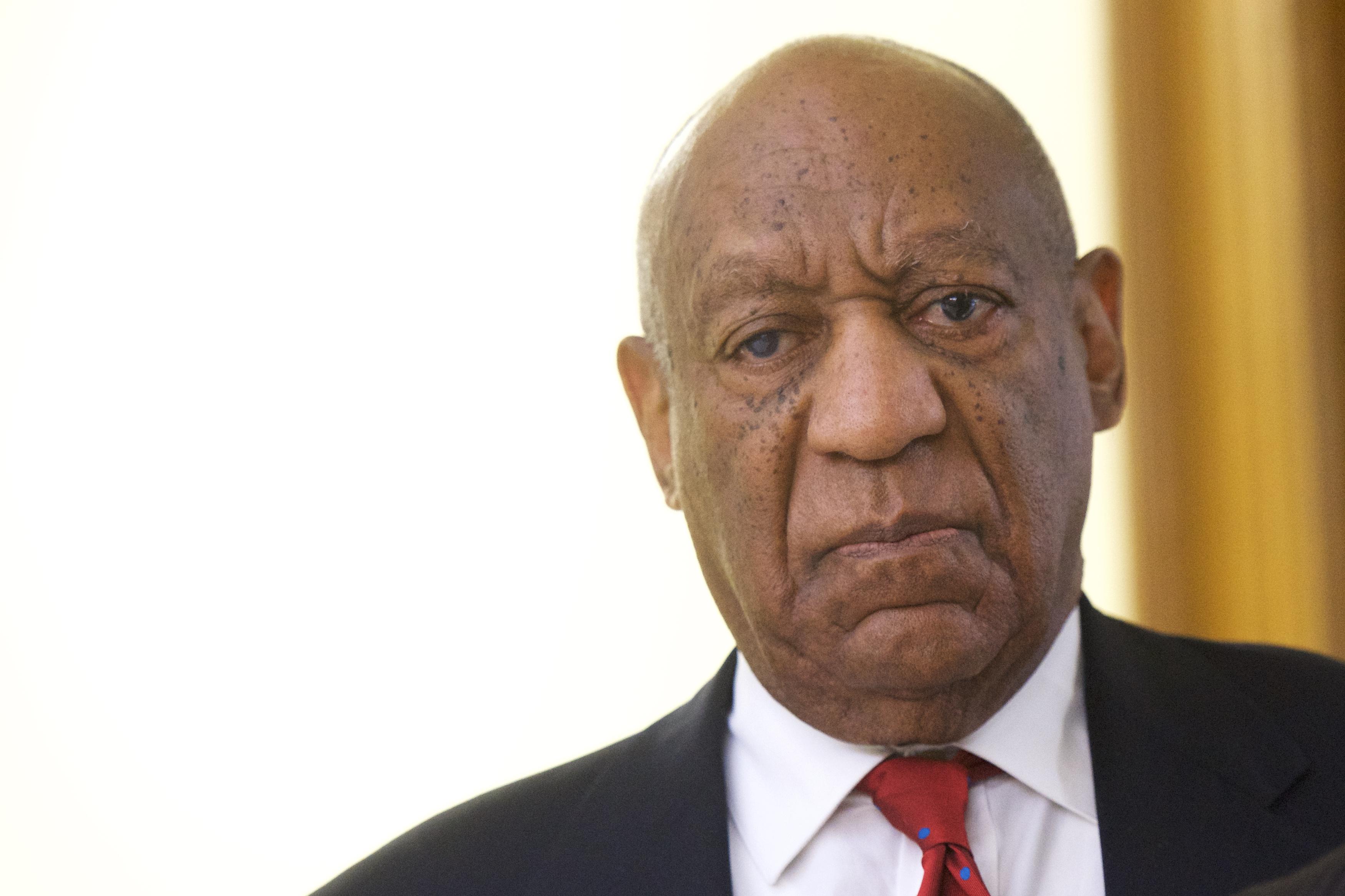 Elítélték Bill Cosbyt, 10 évet kaphat