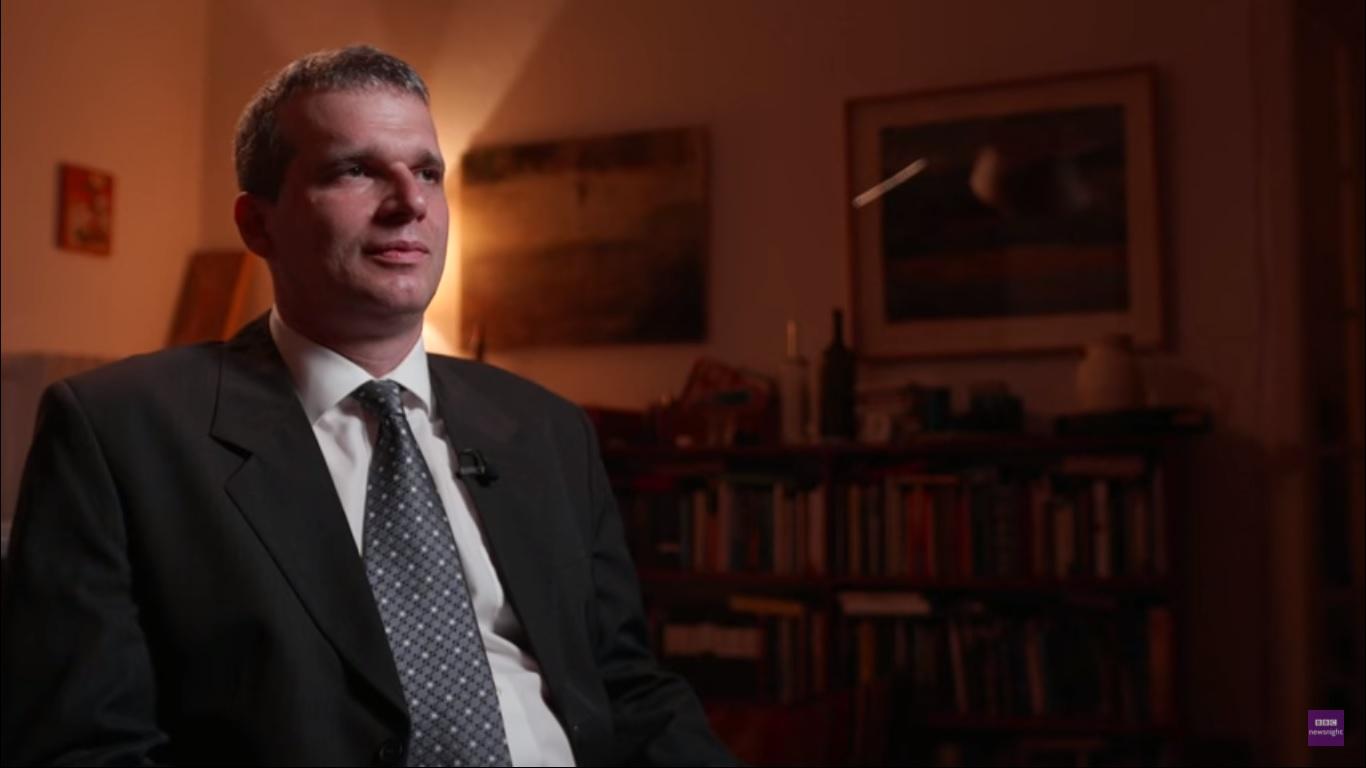 Egy magyar bíró a BBC-nek beszélt arról, hogy milyen külső nyomás alatt kell ítéletet hozniuk