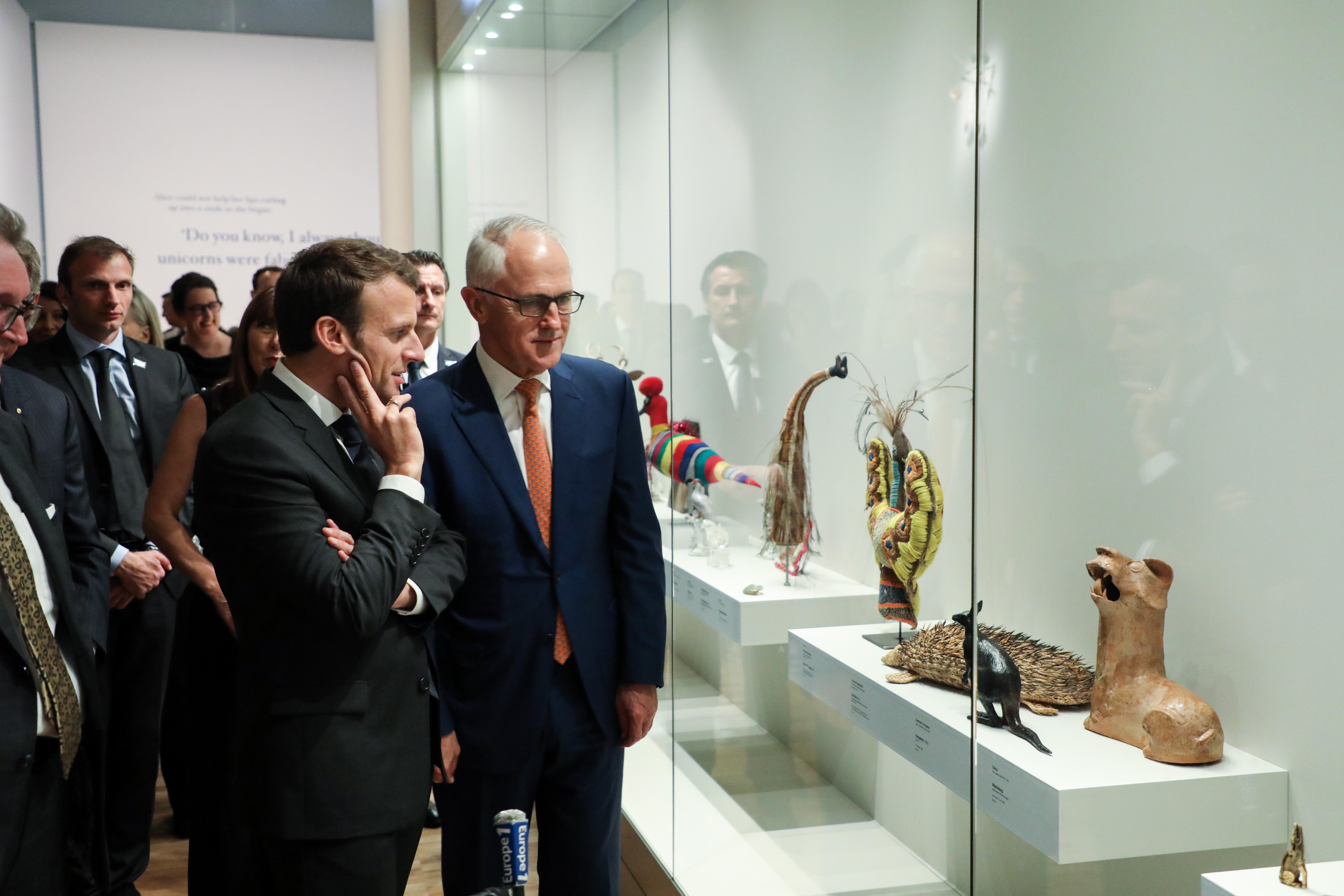"""Vajon mire gondolhatott Emmanuel Macron, amikor """"ízletesnek"""" nevezte az ausztrál kormányfő nejét?"""