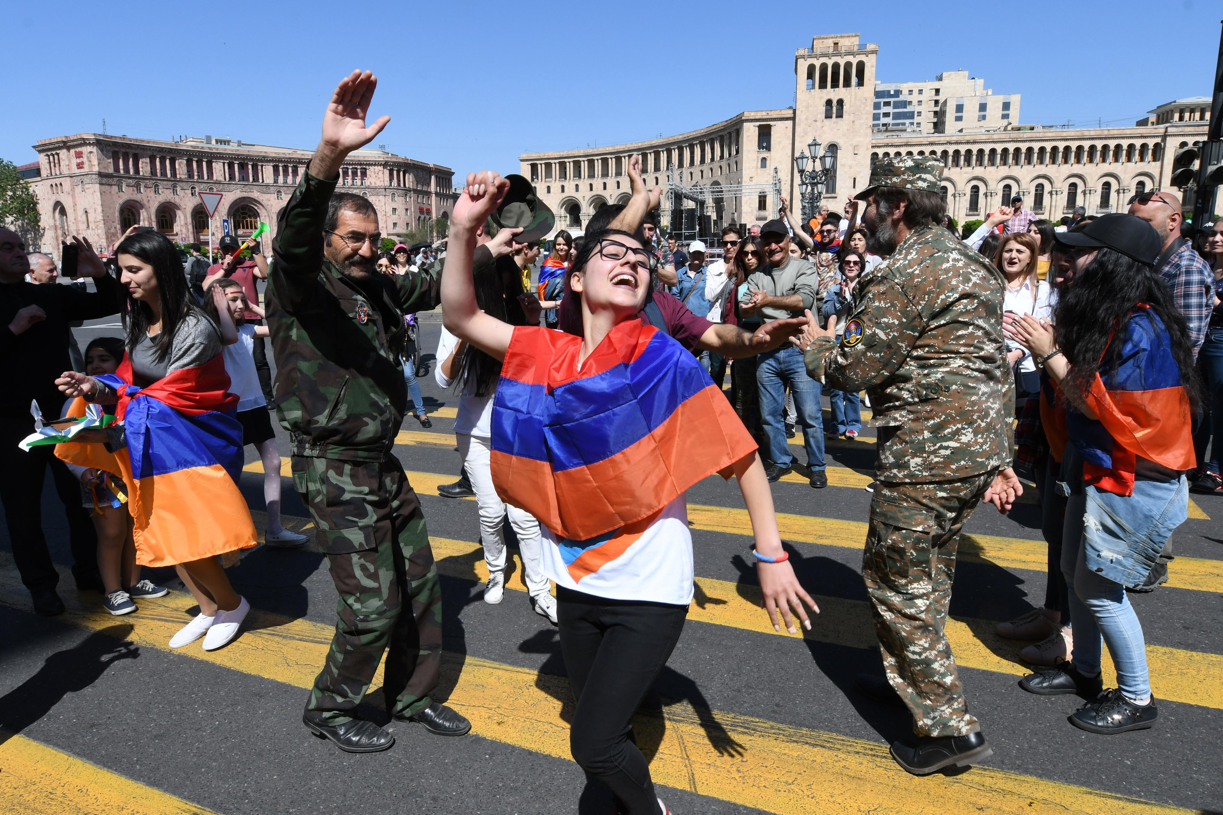 Blokád alá vette Jereván főútjait az örmény ellenzék