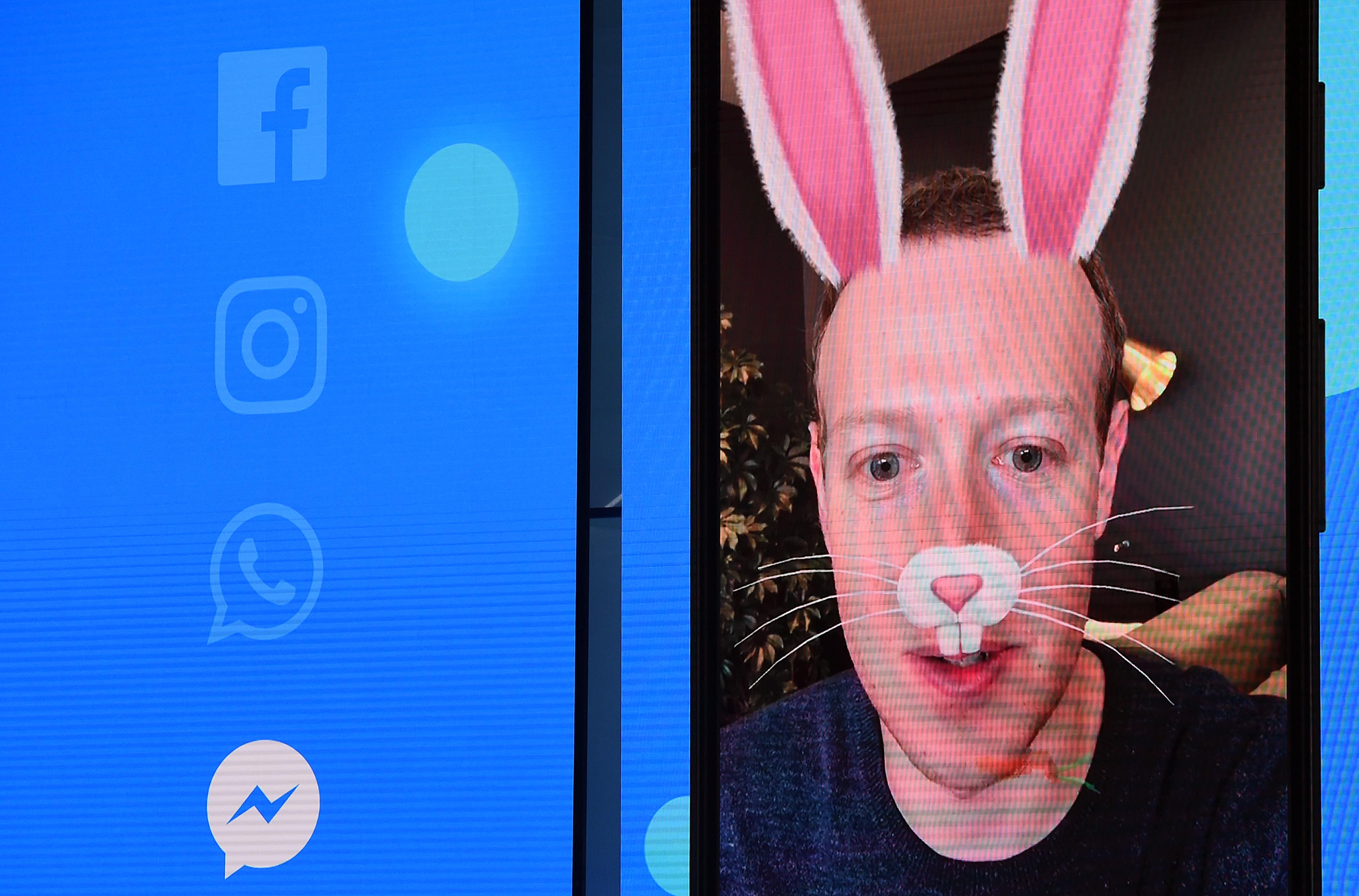 A Facebook először árulta el, hány posztot töröltek meztelenség vagy gyűlölködés miatt