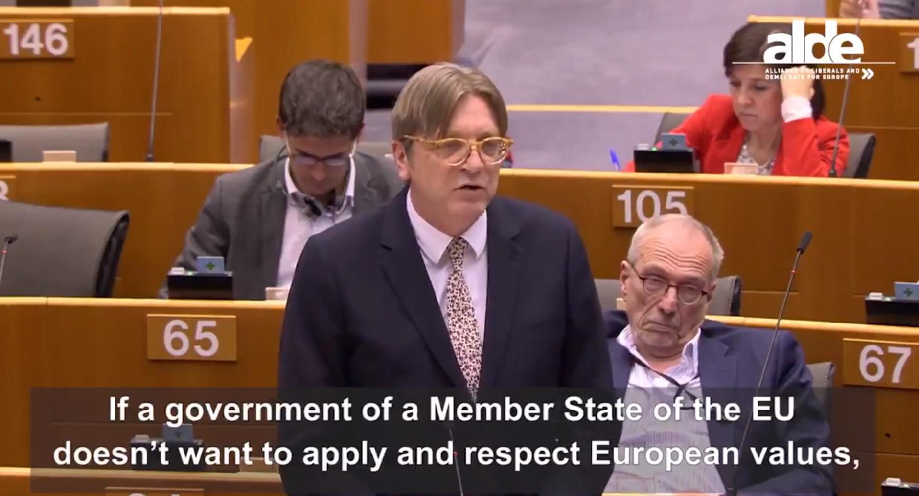 Verhofstadt: Az európai pénz a gazdaság fejlesztésére való, nem arra, hogy Orbán családjának adják