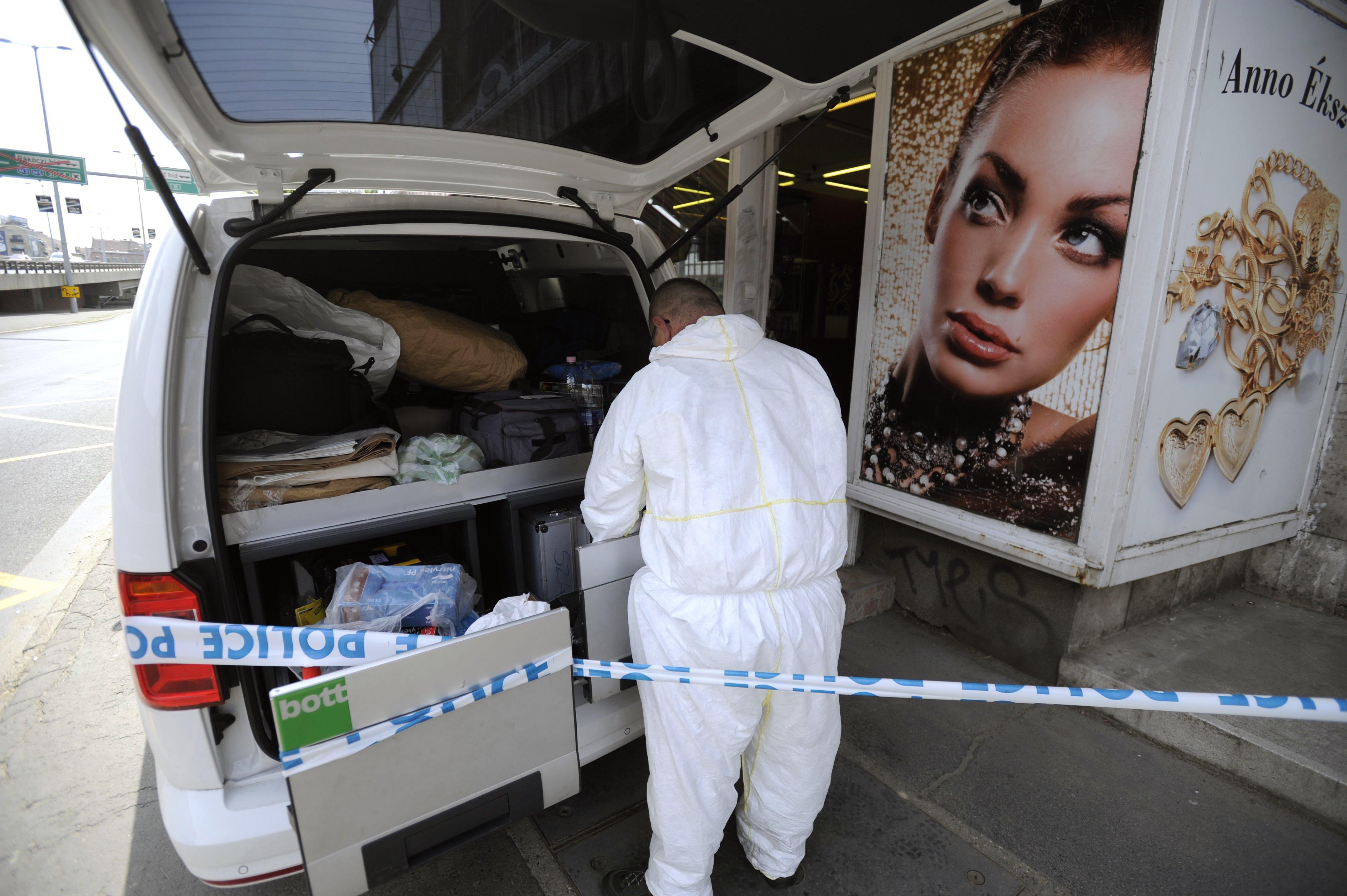 Kiraboltak egy ékszerboltot Budapesten