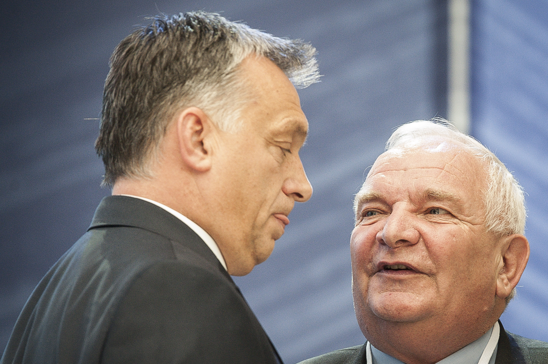 A liberális demokráciát ünneplő szöveget íratnának alá Orbánnal