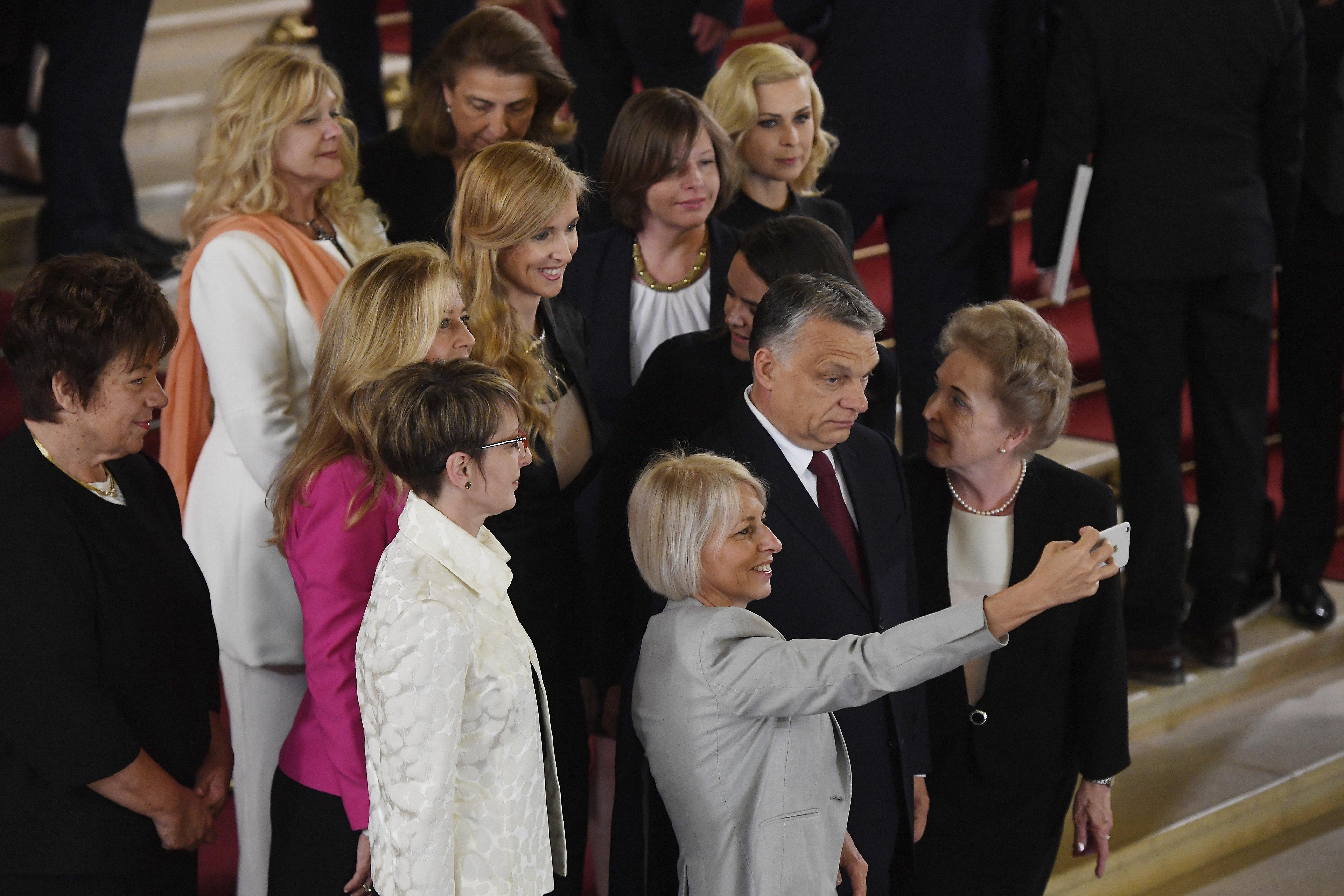 Orbán Viktor szerint nagyot változott a világ, amióta ő fiatal volt, és a nők már személyes ambíció okán szeretnének dolgozni