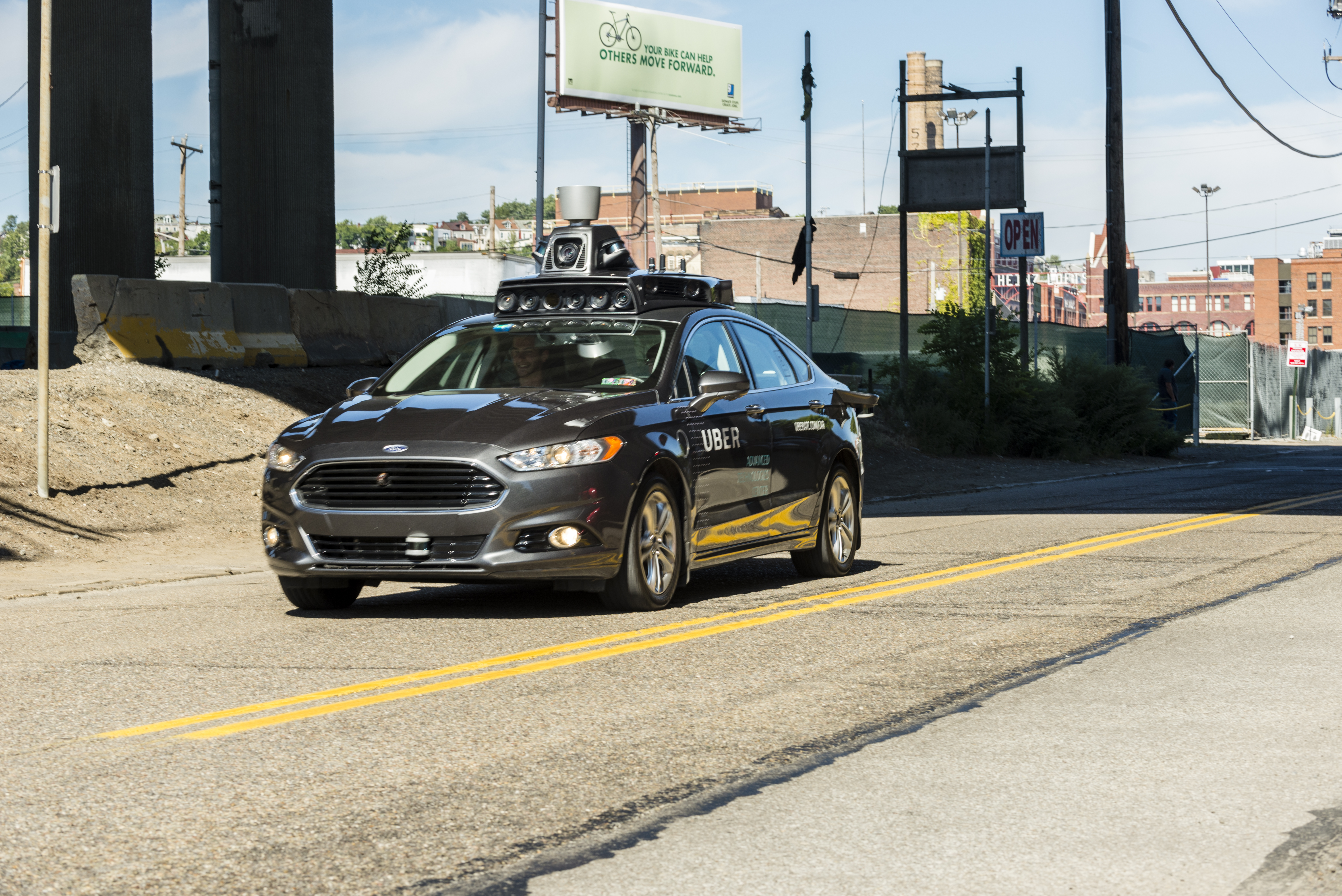 Az Uber önvezető autója érzékelhette a gyalogost, de a szoftver úgy 'döntött', hogy nem kanyarodik el