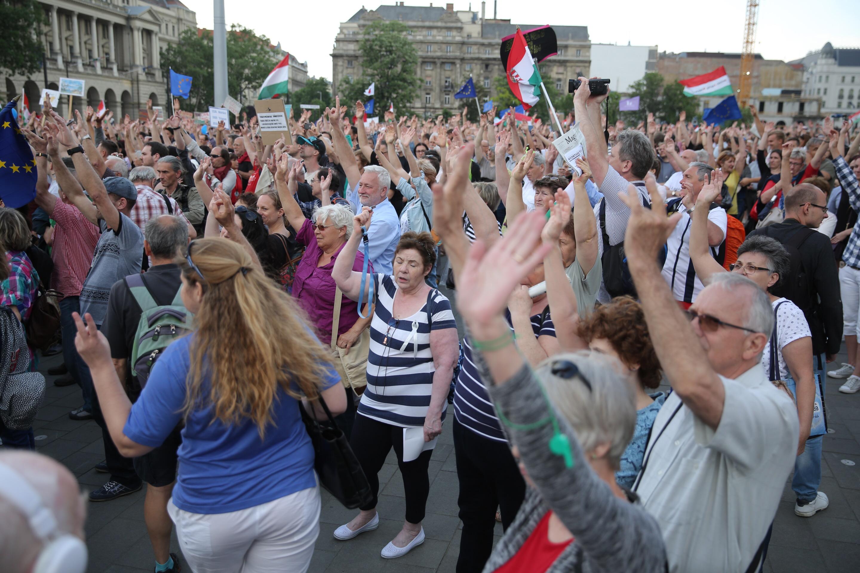 Itt nézheti élőben a Kossuth téri tüntetést
