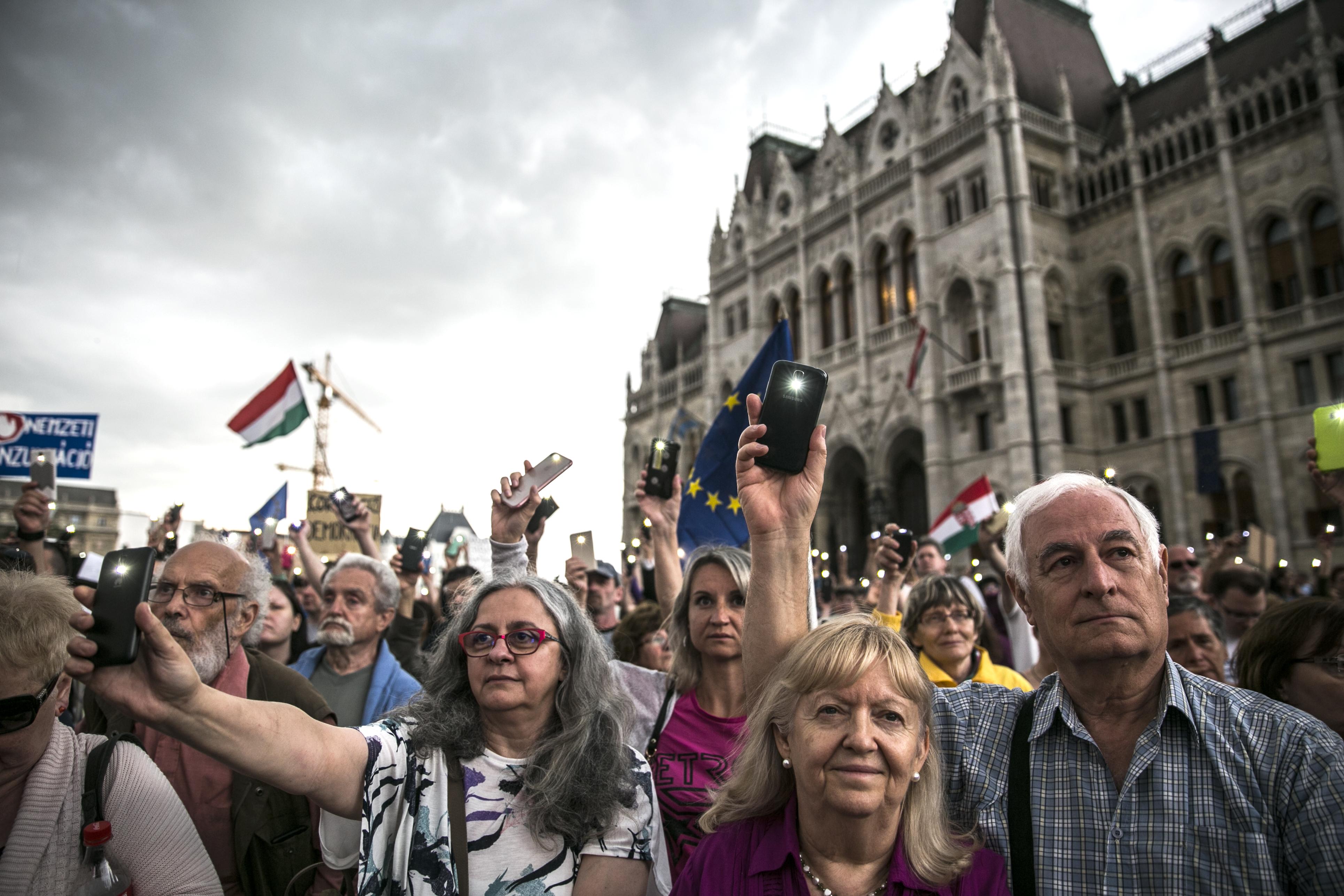 """""""Semmiképpen nem hagyjuk abba a tüntetéseket, ősszel egészen biztosan folytatjuk és újra az utcára vonulunk"""""""
