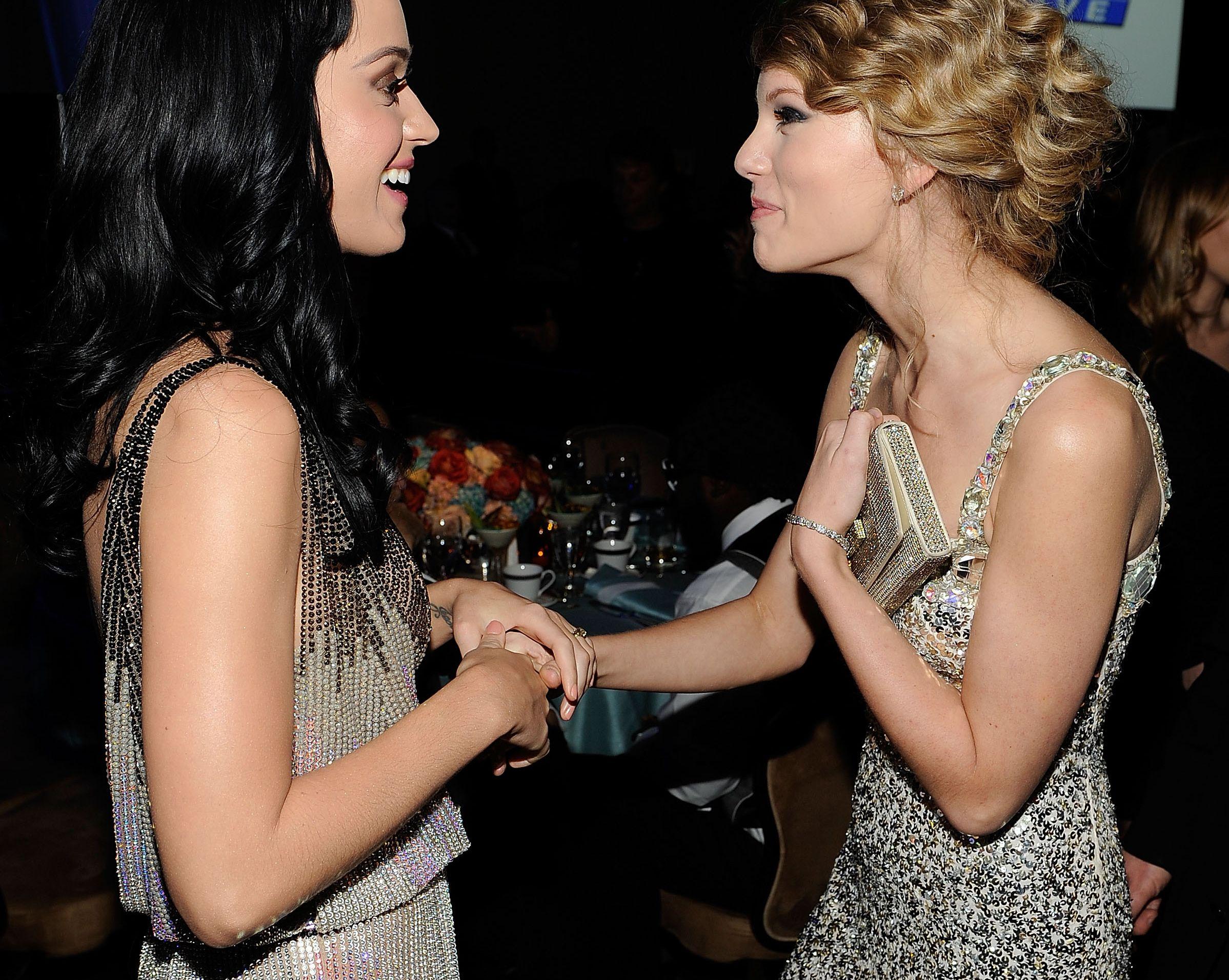Katy Perry a szó szoros értelmébe vett olajágat küldött Taylor Swiftnek