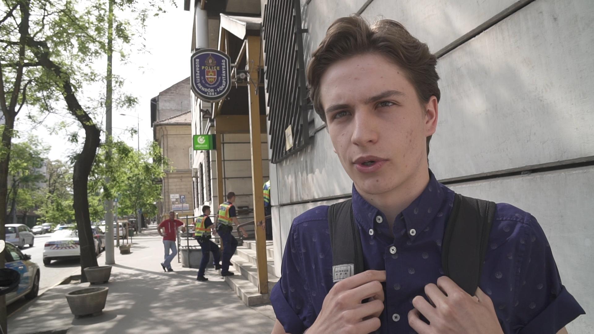 Elment egy diáktüntetésre, majd beidézték a rendőrségre