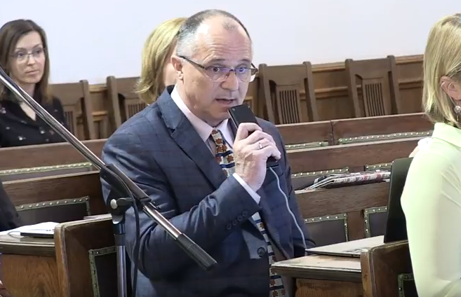 Pénzbüntetésre ítélték az egri kórházigazgatót, aki kórházi körlevélben kampányolt a Fidesz mellett