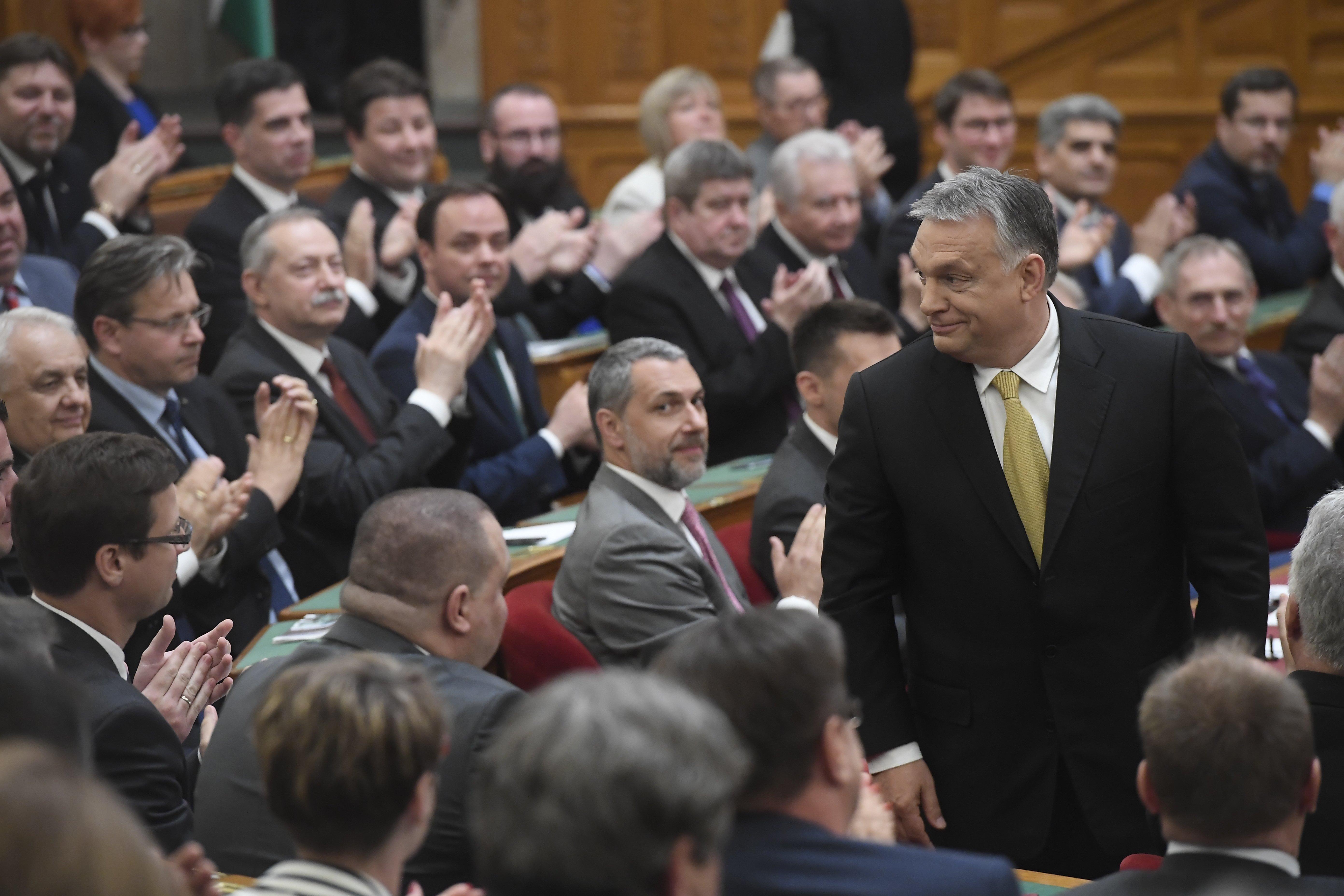 Orbán bejelentette, hogy 2030-ig tervez
