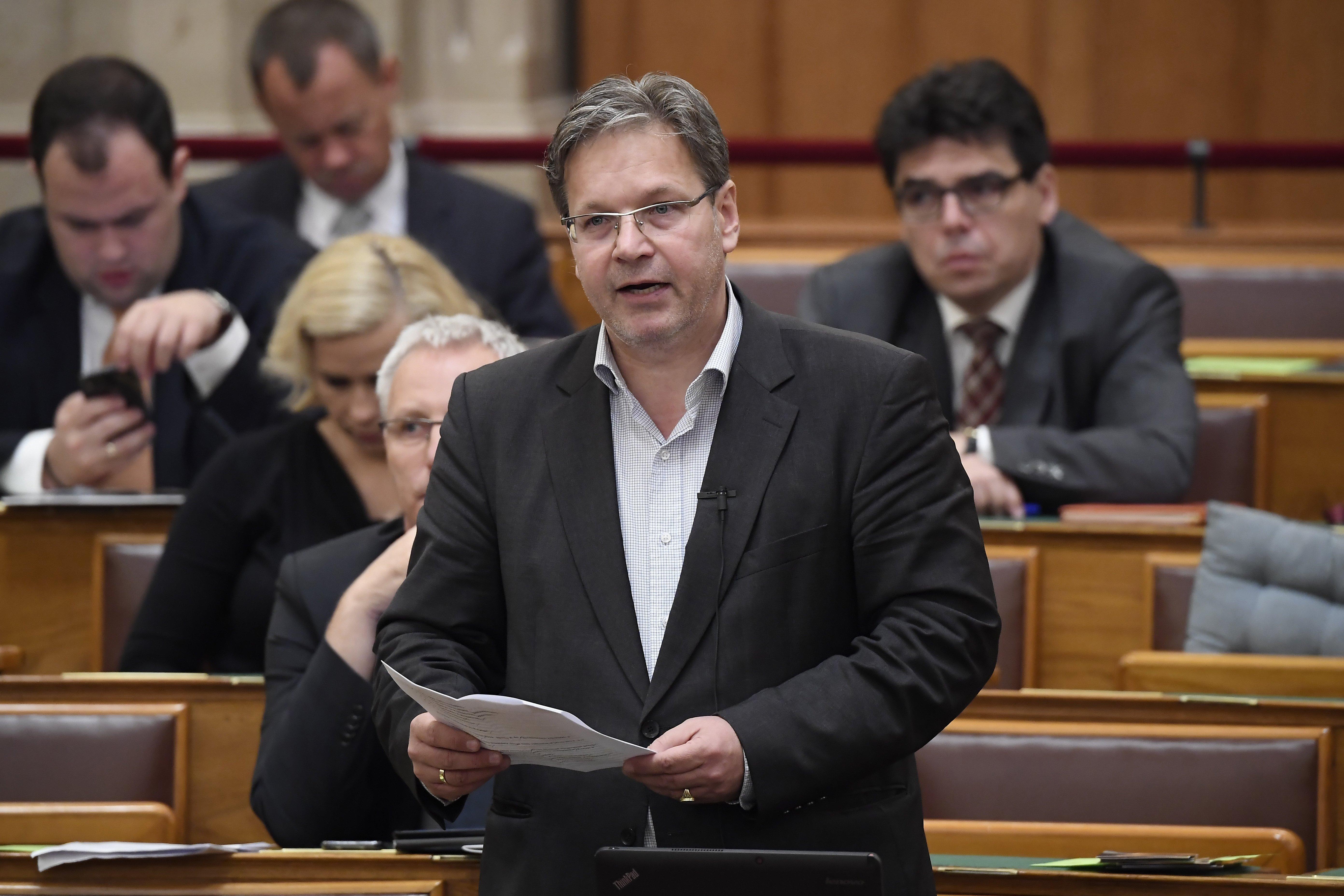 A KDNP képviselője a háttérhatalmak összeesküvése miatt nem akarja meghosszabbítani a kilakoltatási moratóriumot