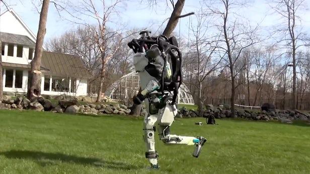 Jó hír: már a szabadban is tud futni utánad a Boston Dynamics emberszabású robotja