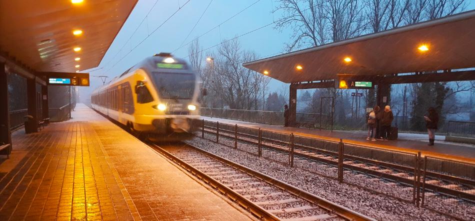 Ott tart a MÁV, hogy nem tud vonatpótló buszt biztosítani, így az utasoknak gyalog kell átmenniük Érd felsőről Érd alsóra