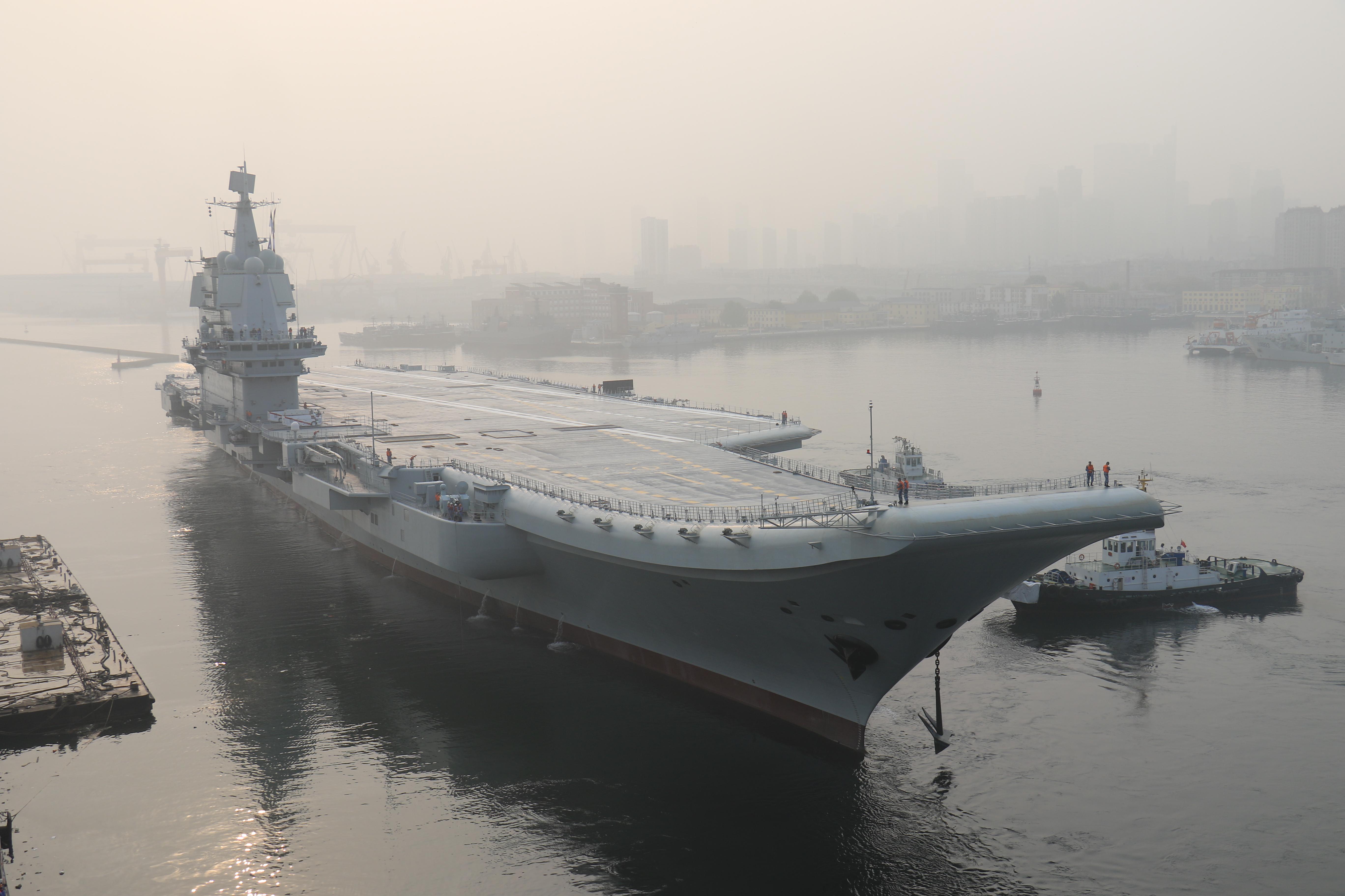 Elrajtolt Kína első saját fejlesztésű repülőgép-hordozója
