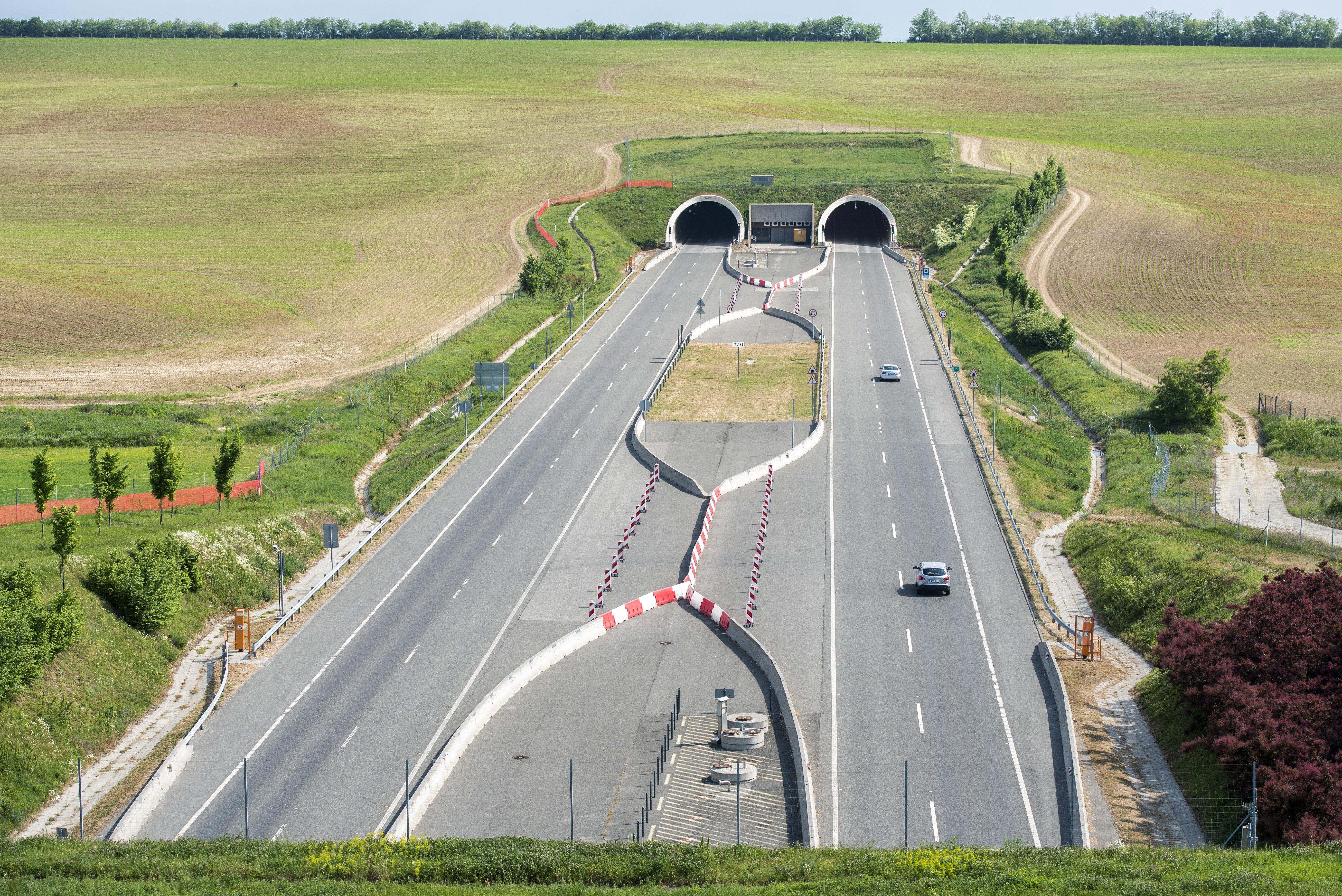 Elviszik a határig az M6-os autópályát