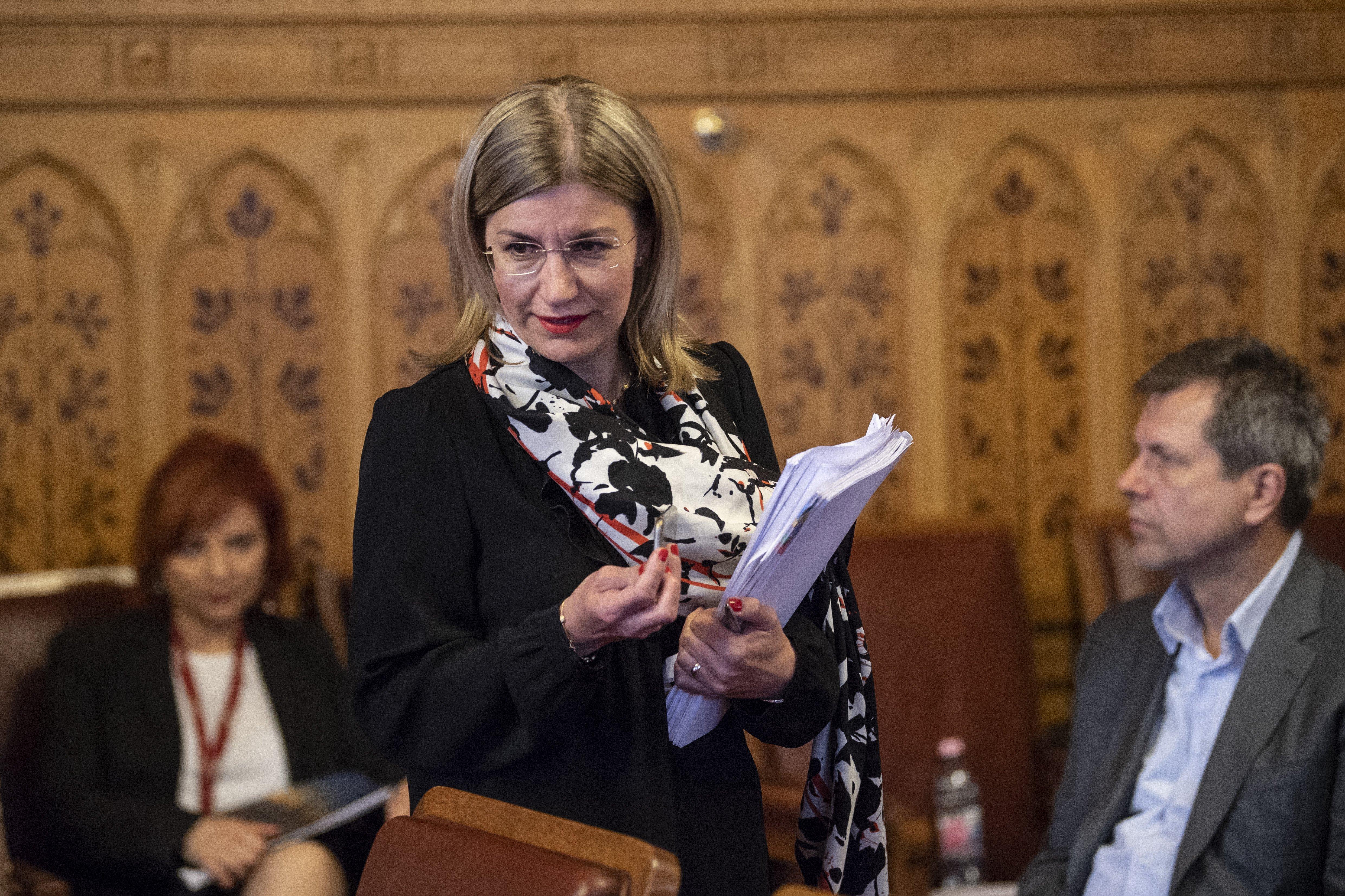Húszmilliárdos gáztárolóüzlet: az eladót Bártfai-Mager miniszter felügyeli, a vevőt a férje irányítja