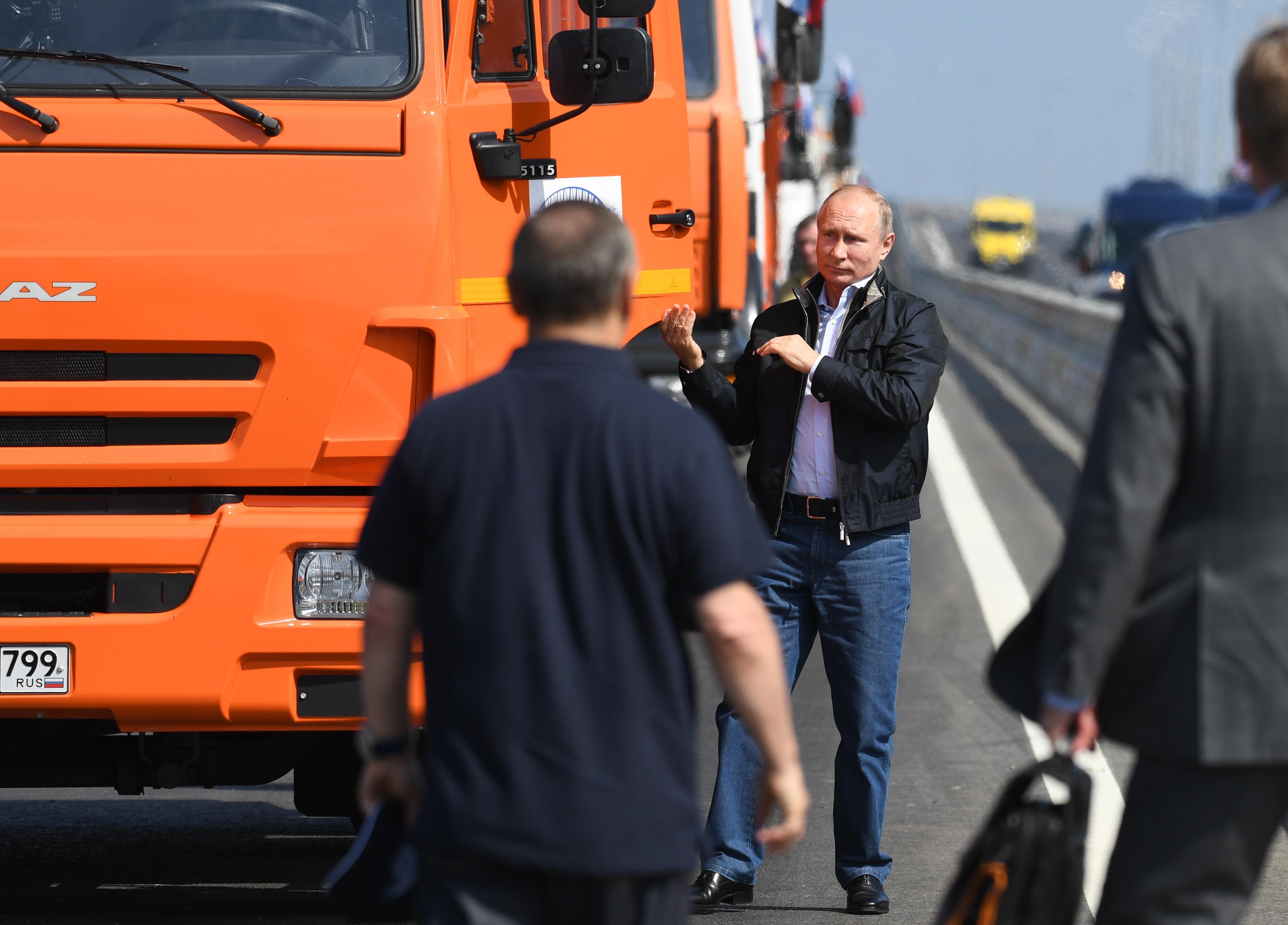 Az amerikai kormány elítélte, hogy Putyin hidat épített a Krím-félszigetre
