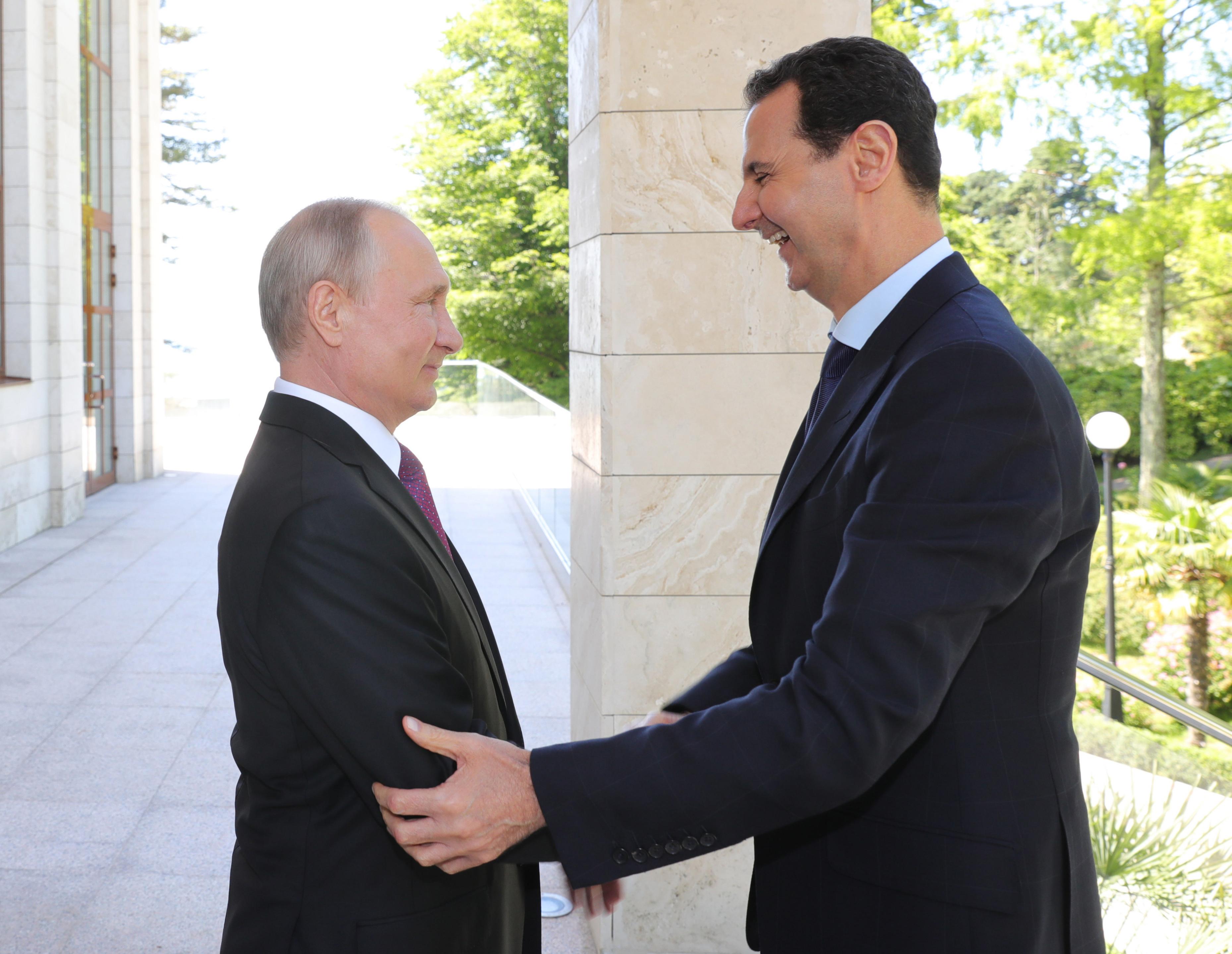 Aszad váratlanul beugrott Putyinhoz Szocsiban