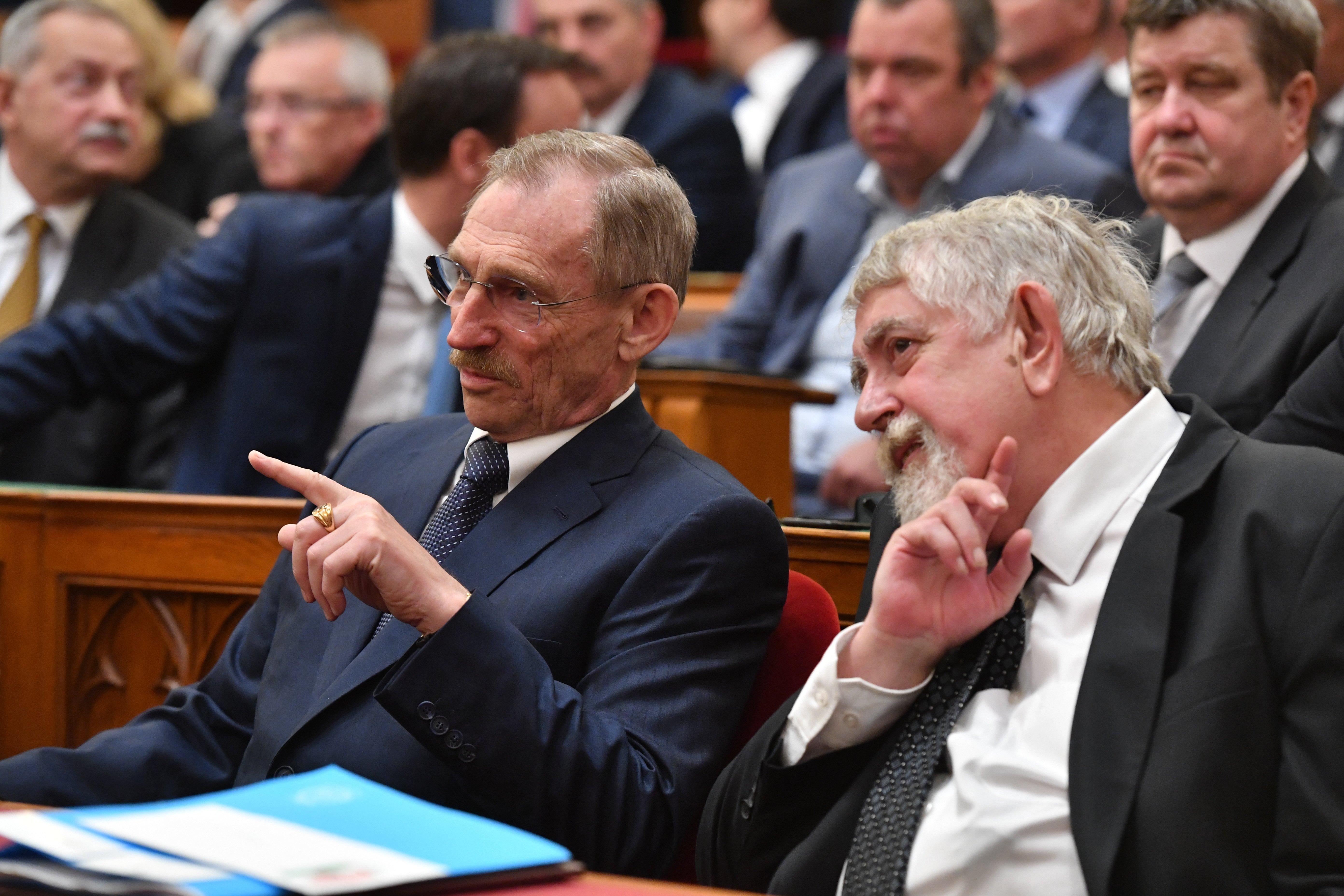 Pintér Sándor és Kásler Miklós részvételével felállt a Koronavírus-járvány Elleni Védekezésért Felelős Operatív Törzs