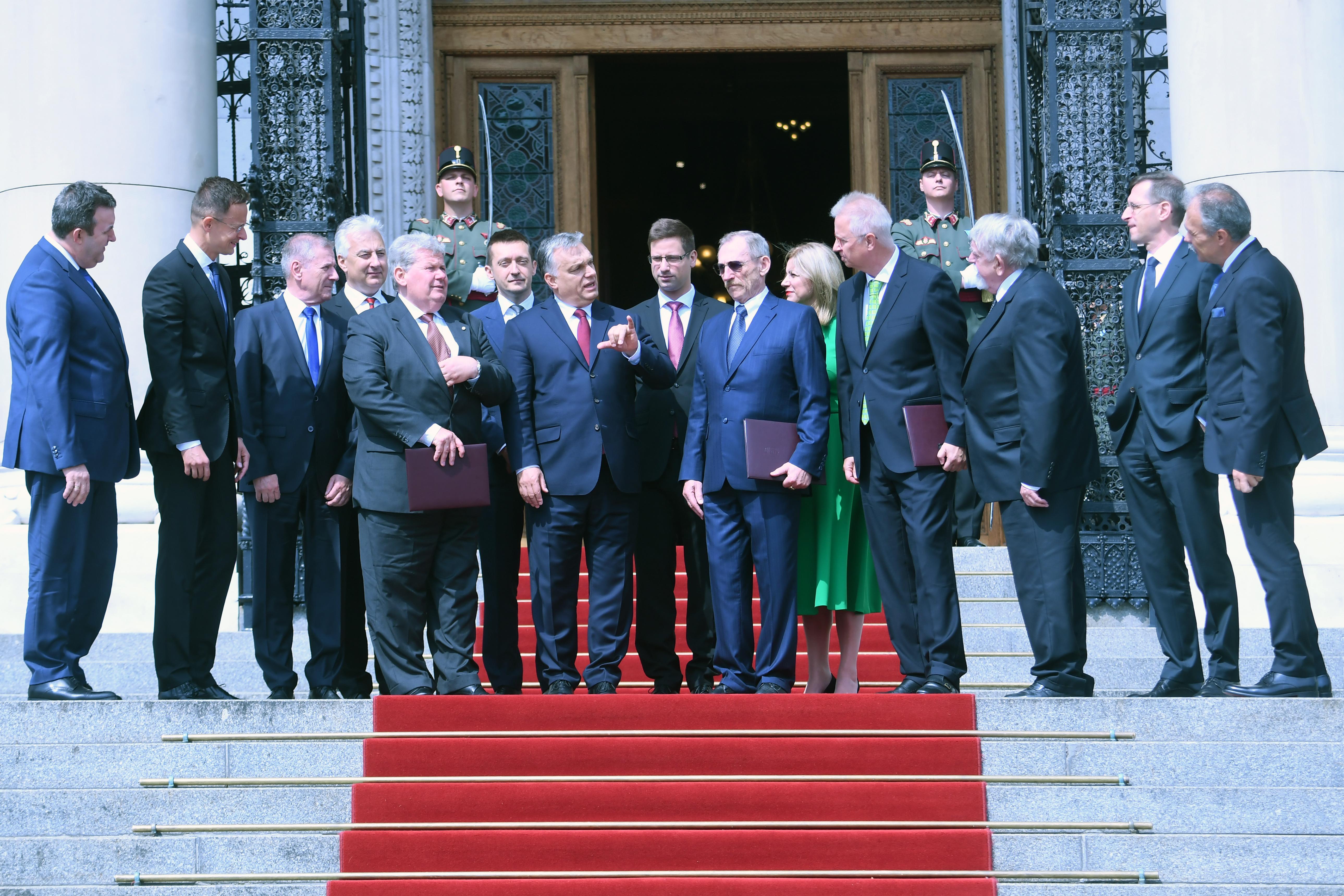 Megtartotta alakulóülését az új kormány, de nem a Parlamentben