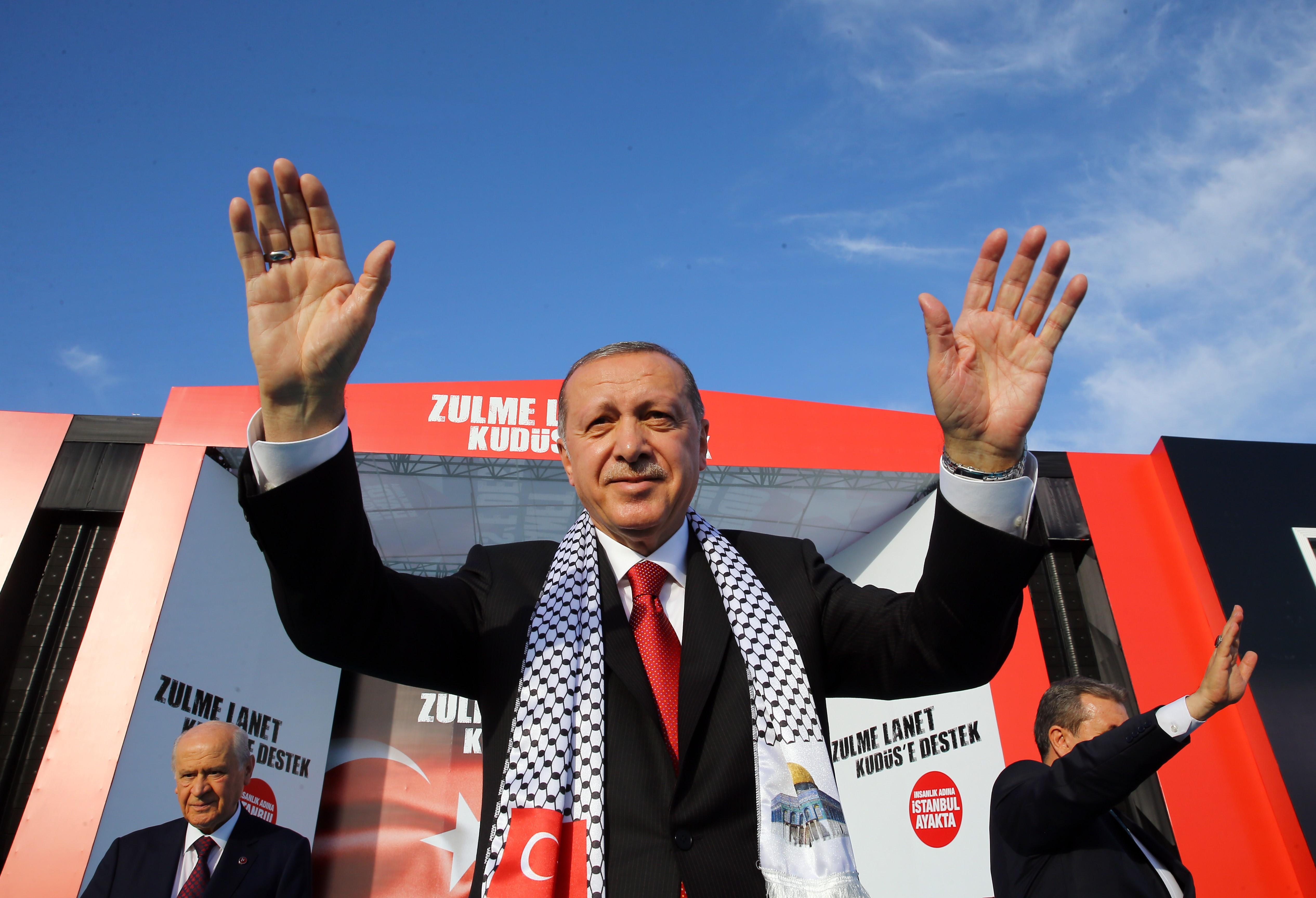 Nem nyugtatta meg a gazdaságot, hogy Erdogan teljhatalmat kapott, a Fitch Ratings leminősítette Törökországot