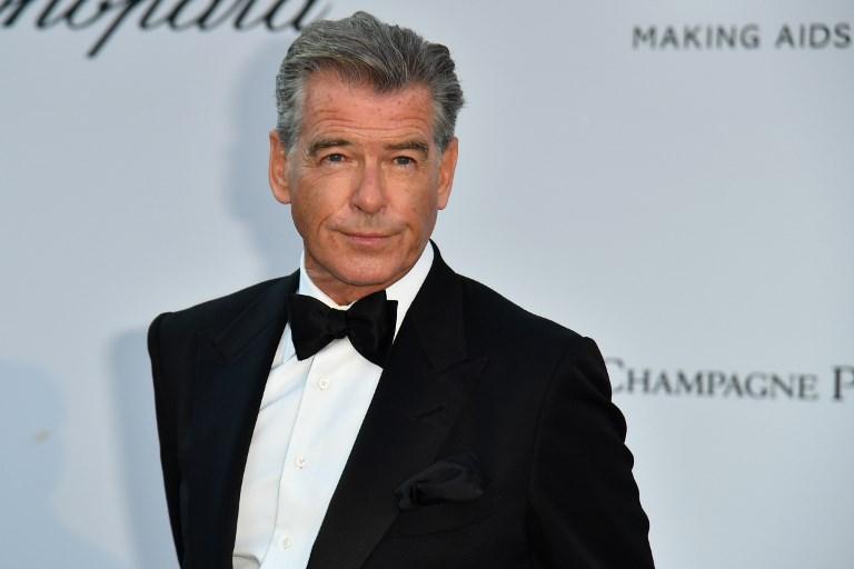 Egymillió fontért ment el Pierce Brosnan filmszínész festménye
