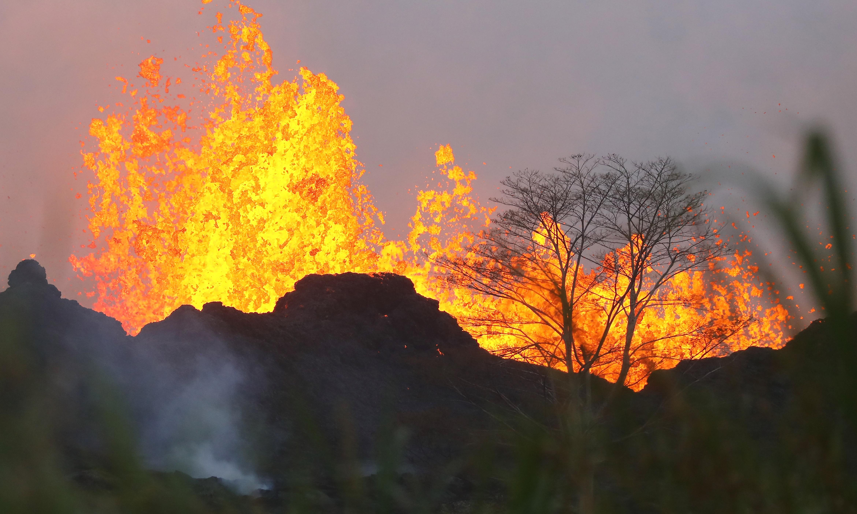 A hawaii lávafolyam elérte az óceánt, veszélyes sósav született e találkozóból