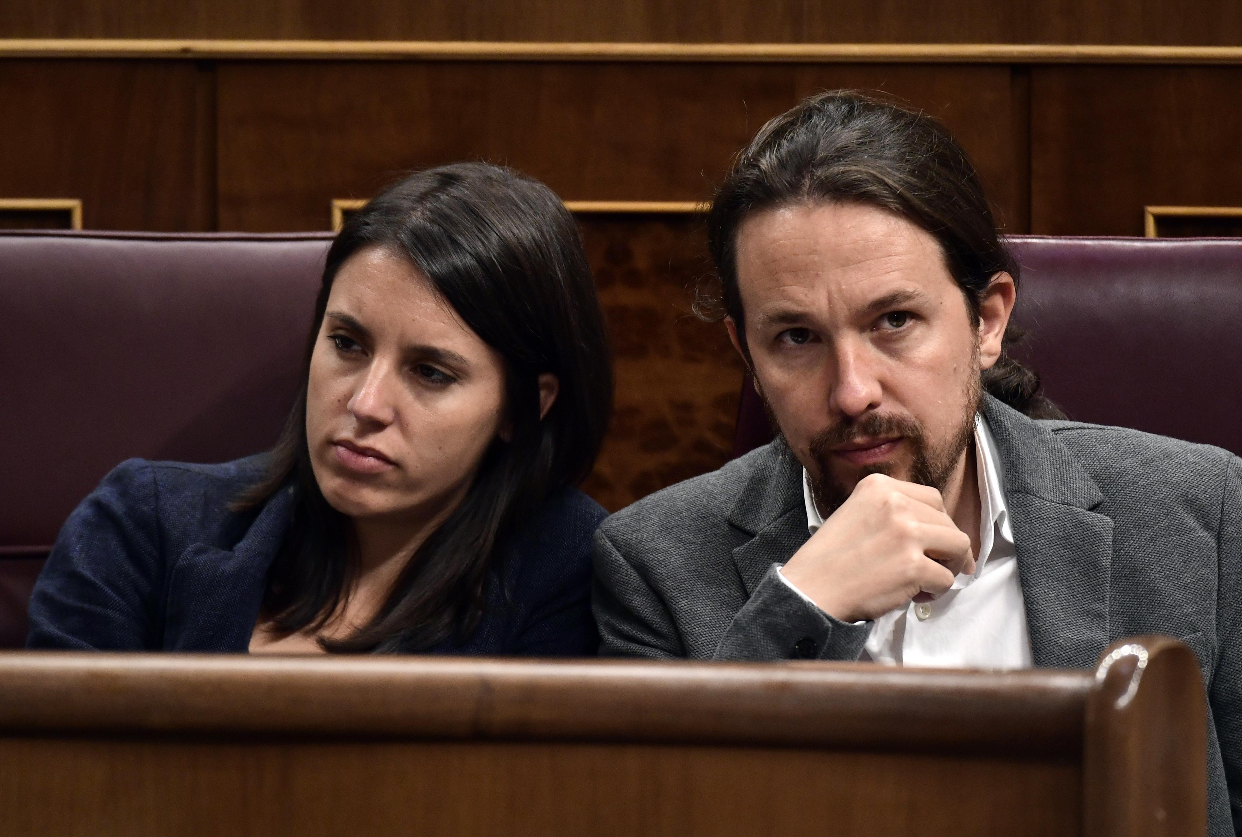 Közel a megegyezés az új balos kormányról Spanyolországban, mert a kisebbik párt elnöke átengedte a helyet a kedvesének