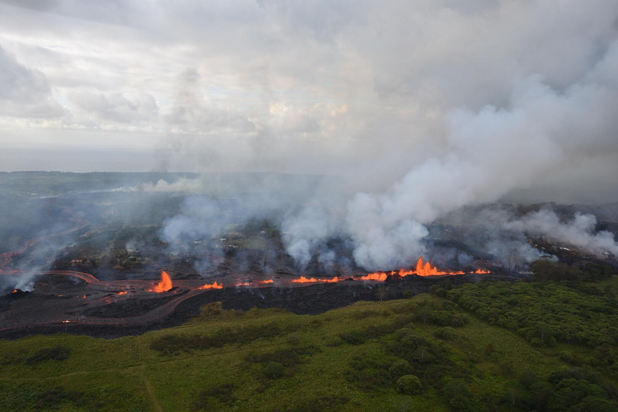 Házakat falt fel a kiömlő láva Hawaii szigetén
