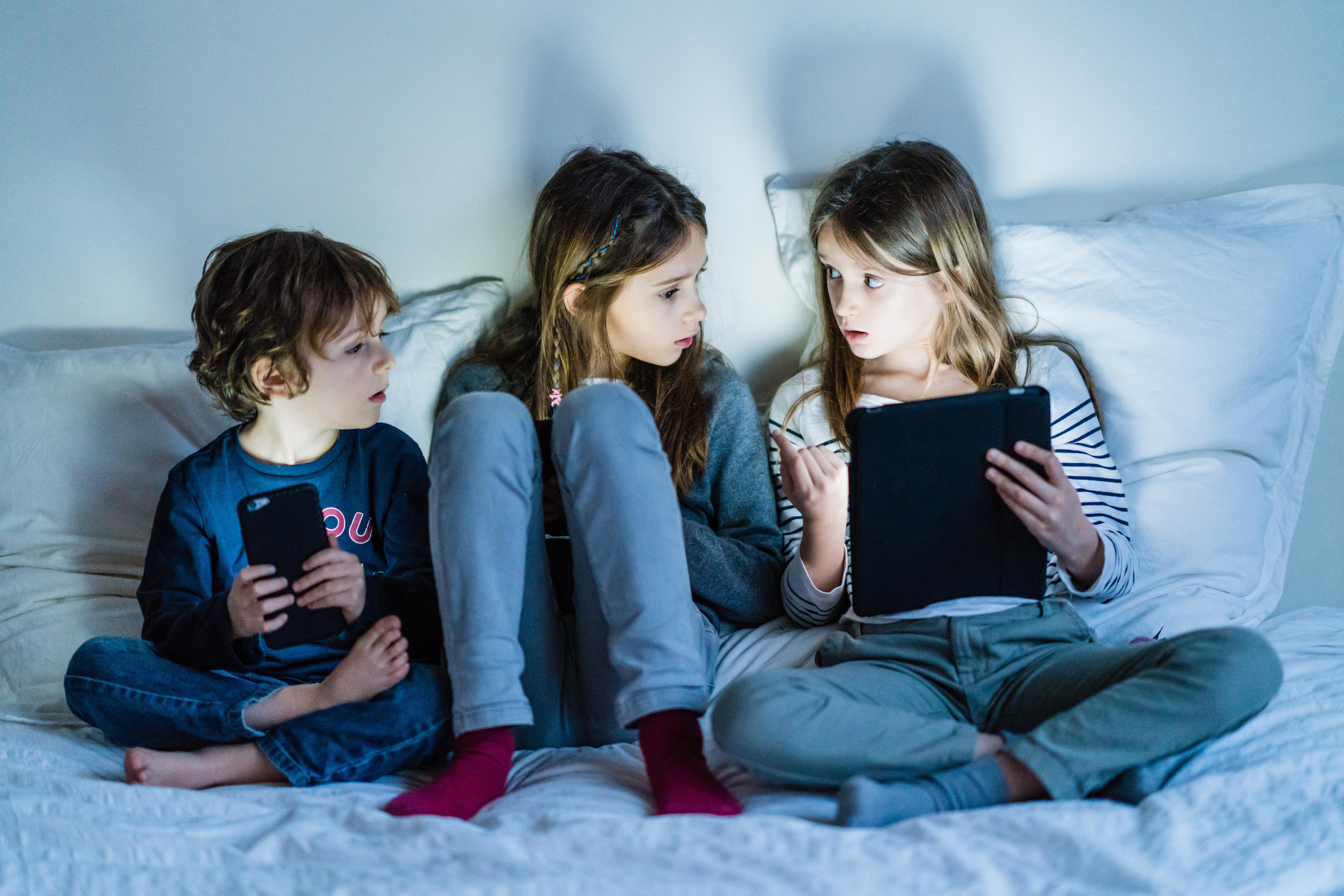 Már 3 éves kor alatt okostelefonozik a magyar gyerekek közel fele