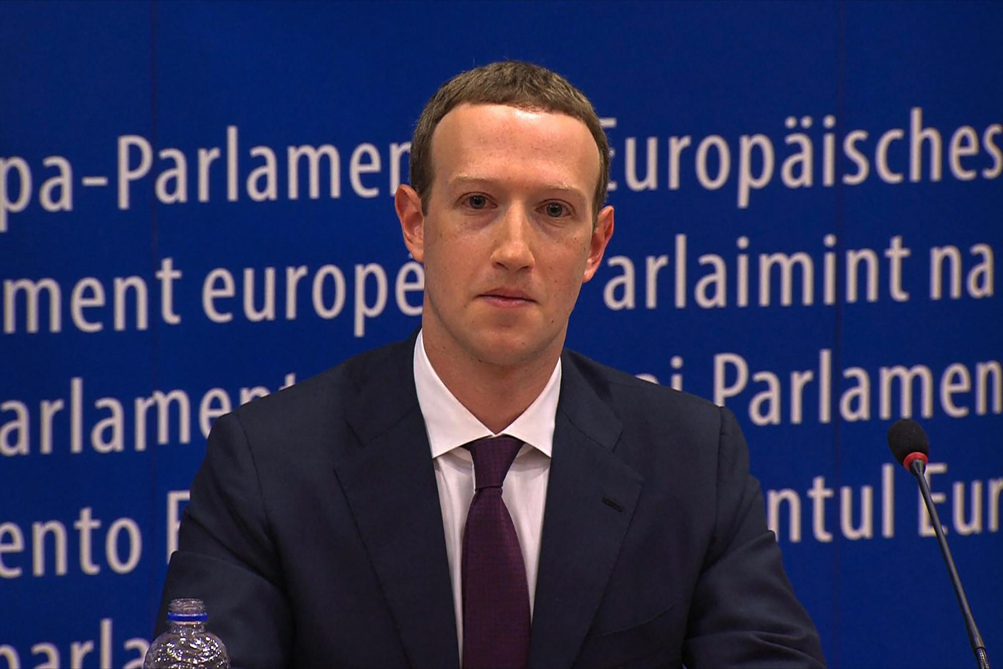 Nincs itt semmi látnivaló, csak a Facebook még a privát üzeneteid is eladta