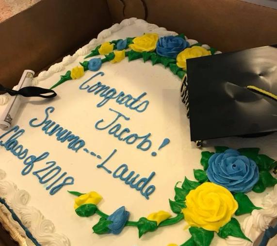 Cenzúrázta a cukrász a diák tortáját, mert azt íratták rá, hogy summa CUM laude