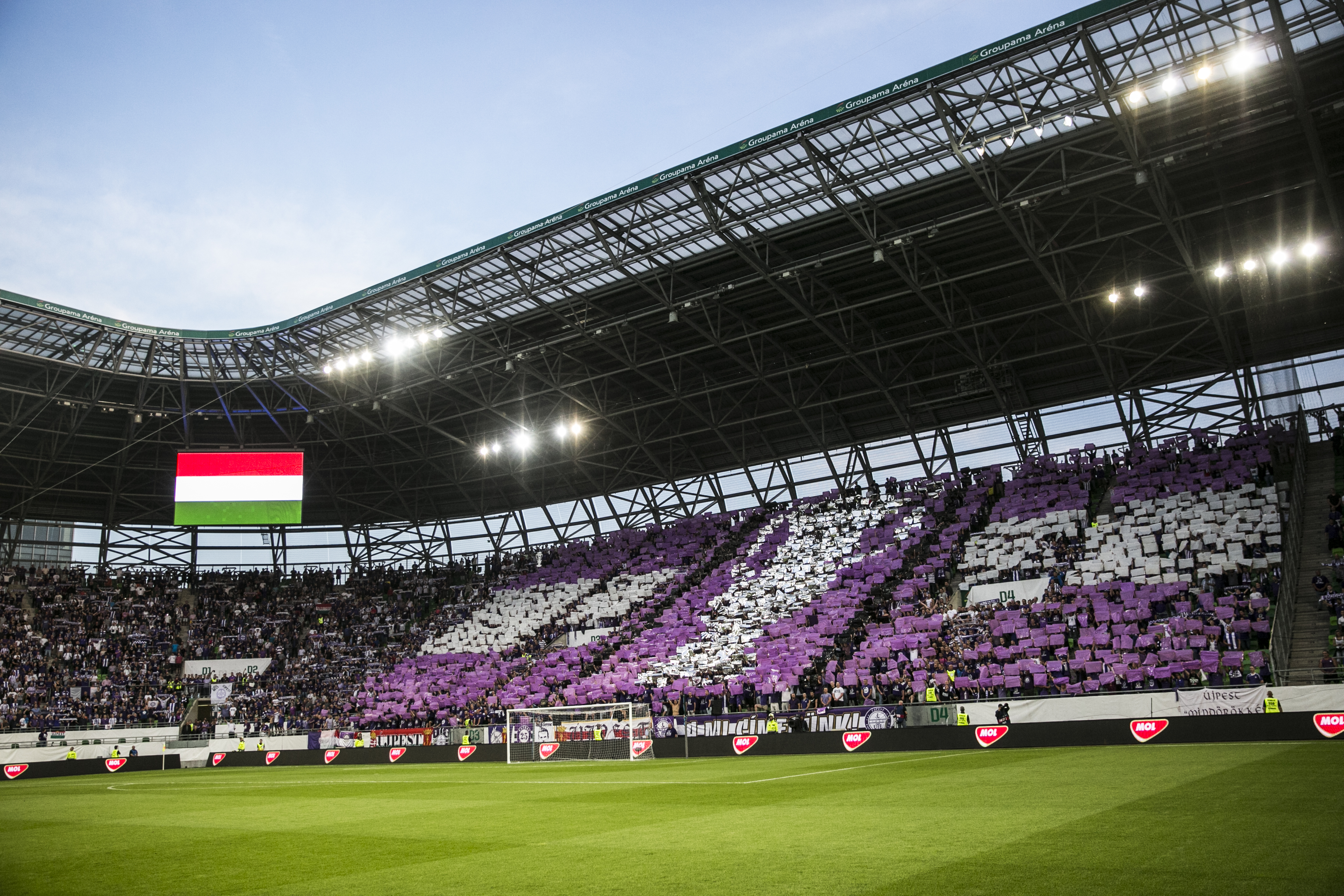 Az Újpest-Debrecen meccset is vizsgálja a rendőrség, mert a szurkolók ott is megszegték a távolságtartási szabályokat
