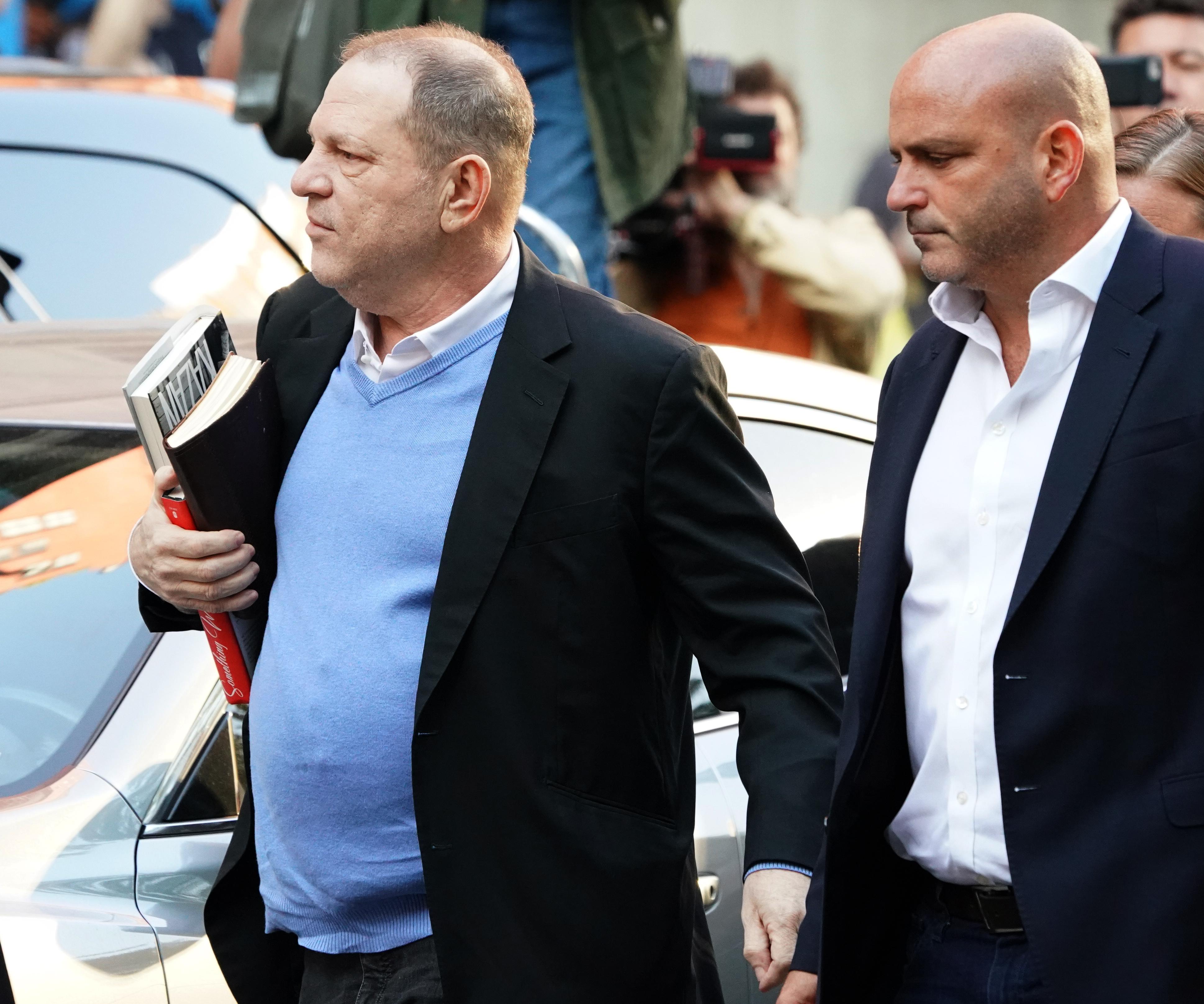 Bilincsben vitték a bíróságra Harvey Weinsteint