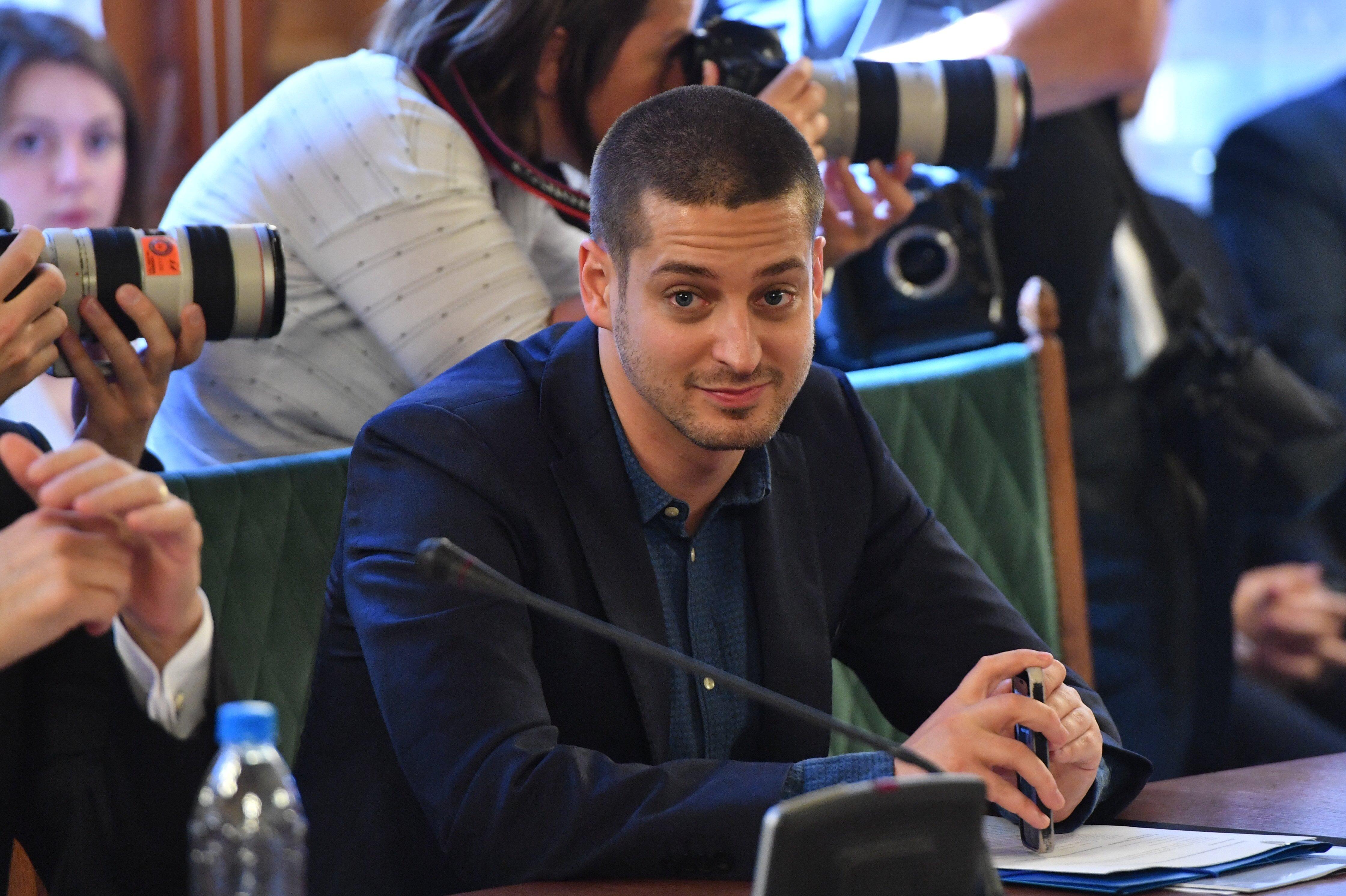 Ungár Péter kamera előtt mondta el, hogy úgy írt alá egy szerződést Ron Werberrel, hogy erre semmilyen joga nem volt
