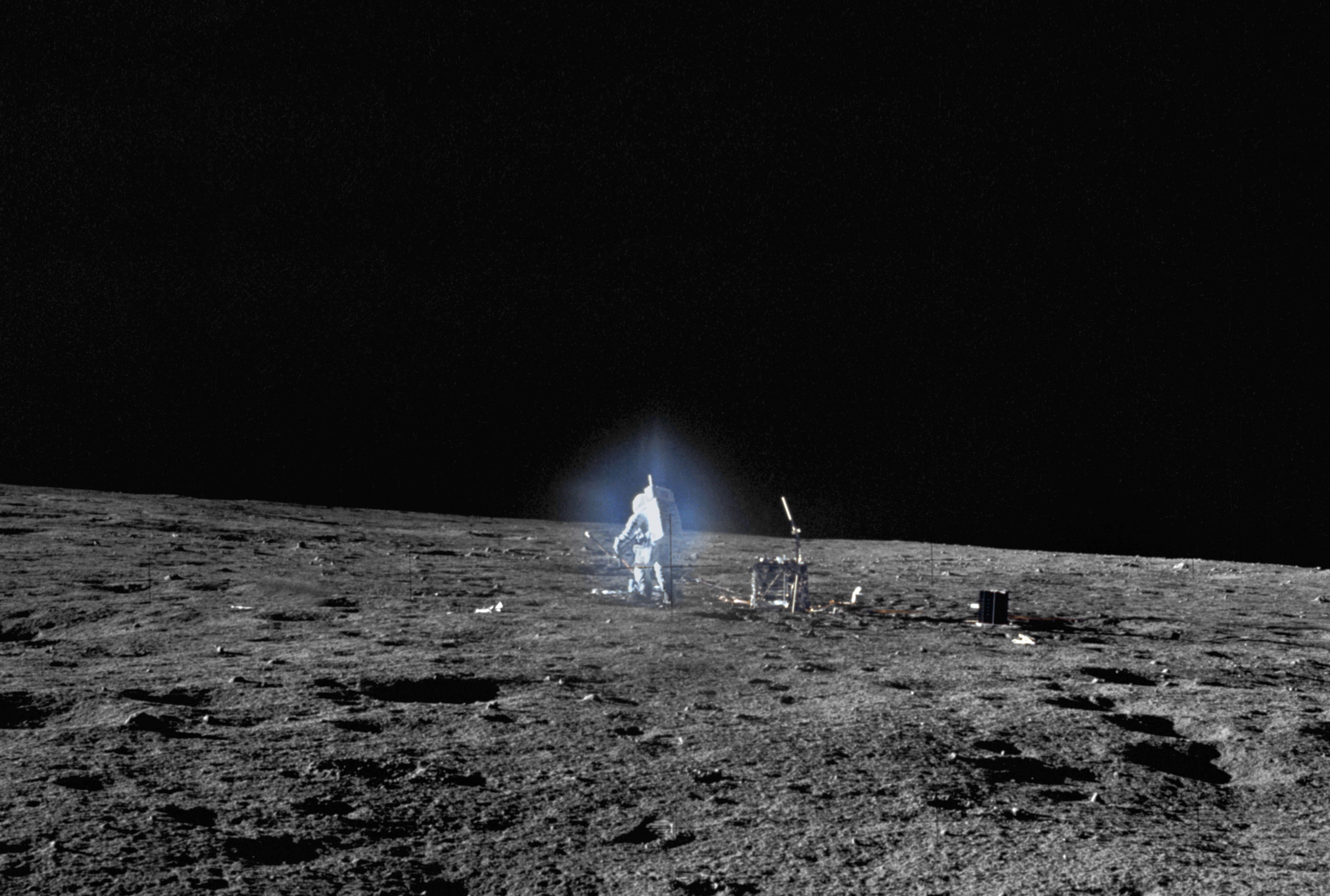 Meghalt az első festőművész, aki járt a Holdon