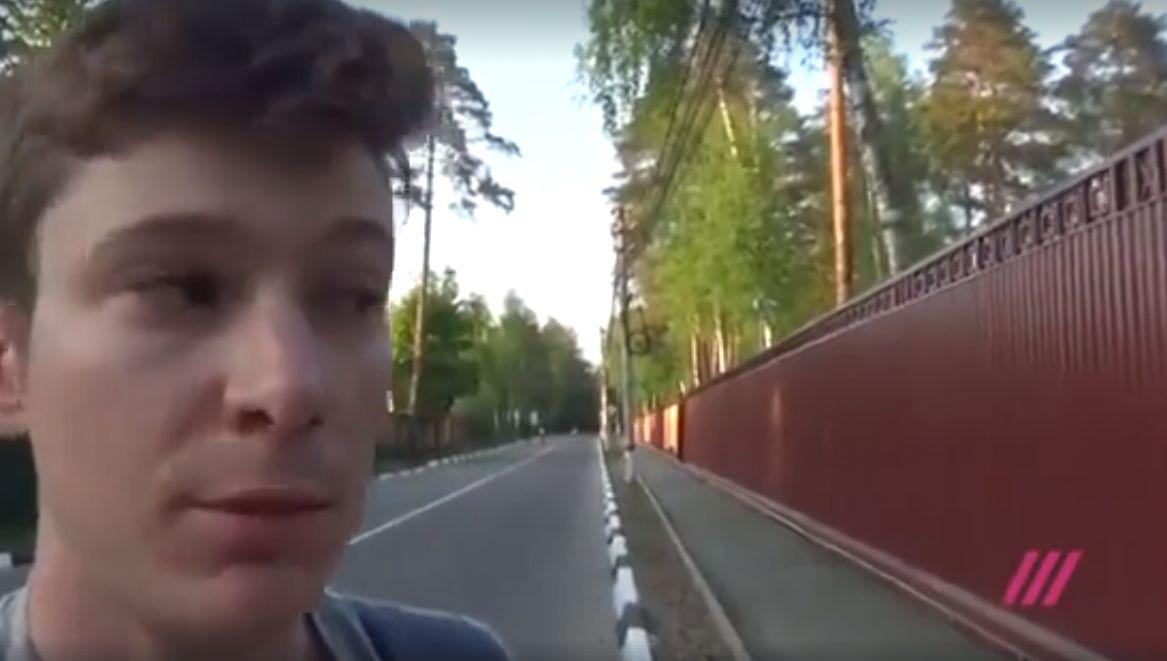 Magas fallal vették körbe a csórók rusnya faluját, hogy a vébére érkező turistáknak ne kelljen látniuk