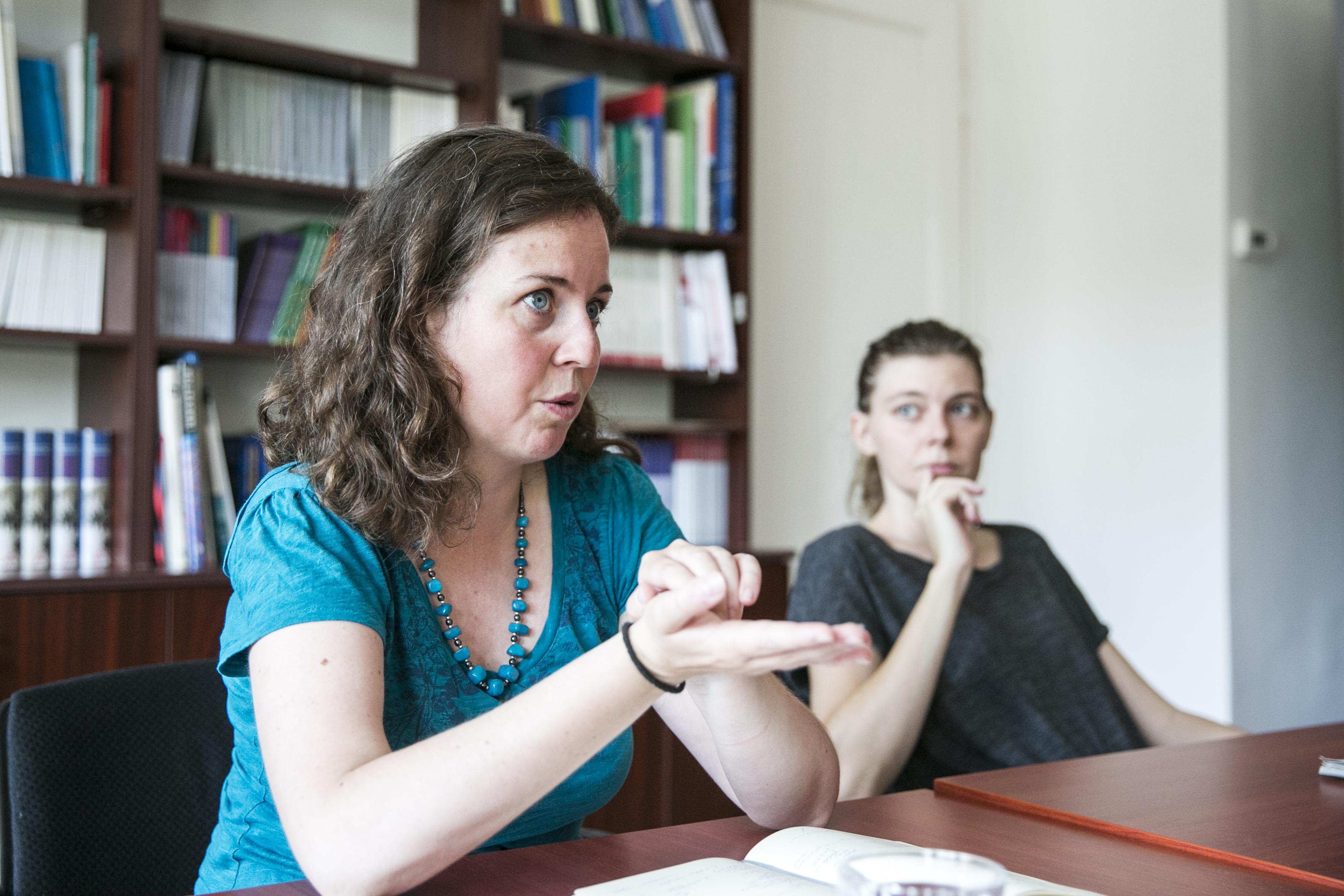 """Nem a """"karrier és család összeegyeztetése"""" a magyar nők problémája, hanem az, hogy beleszakadnak a munkába"""