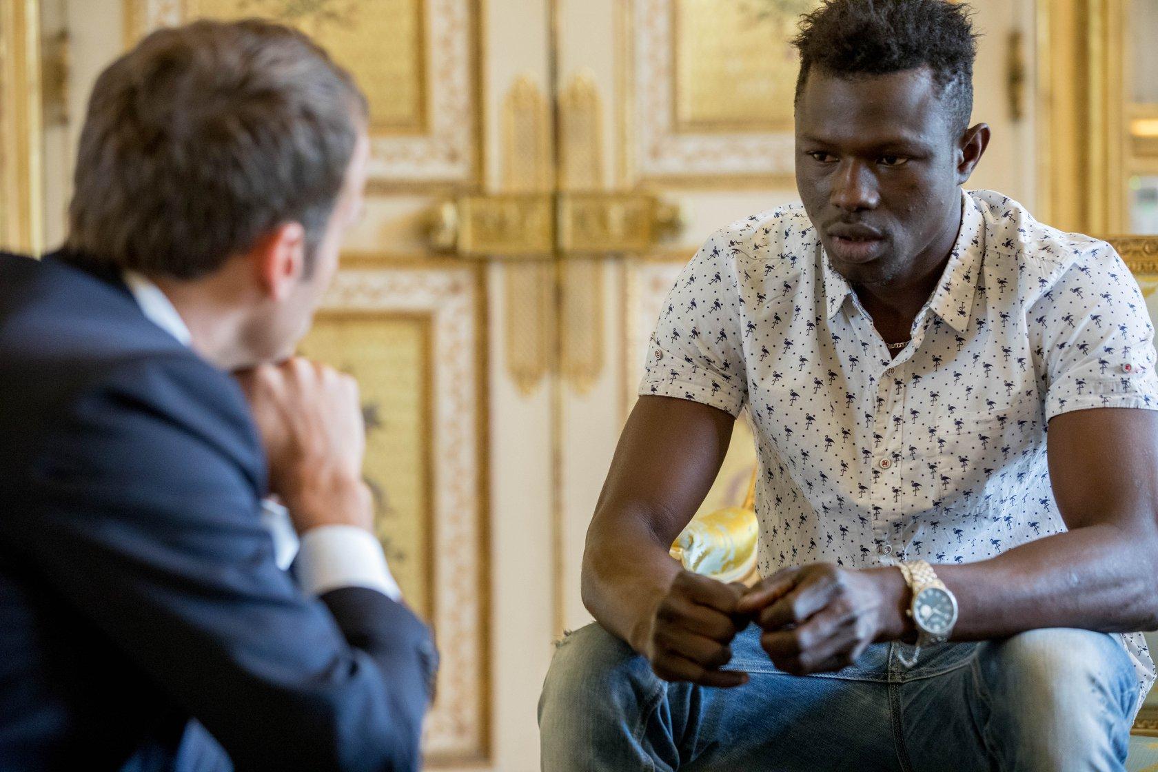 Álomsztori: állampolgárságot és állást is kap a párizsi Migráns Pókember