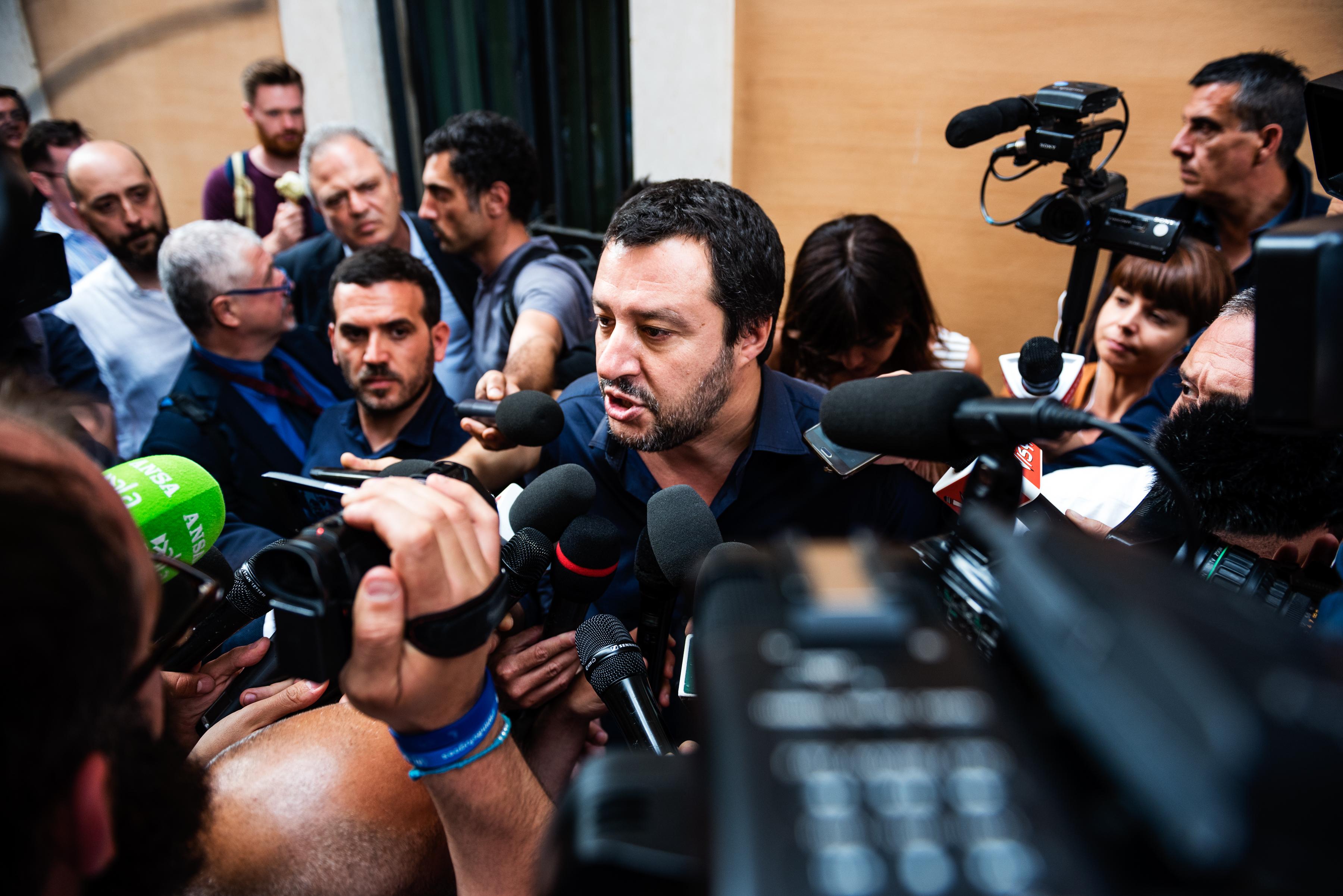 Élesedik az olasz dráma, az euróról szóló népszavazással felérő választás jöhet