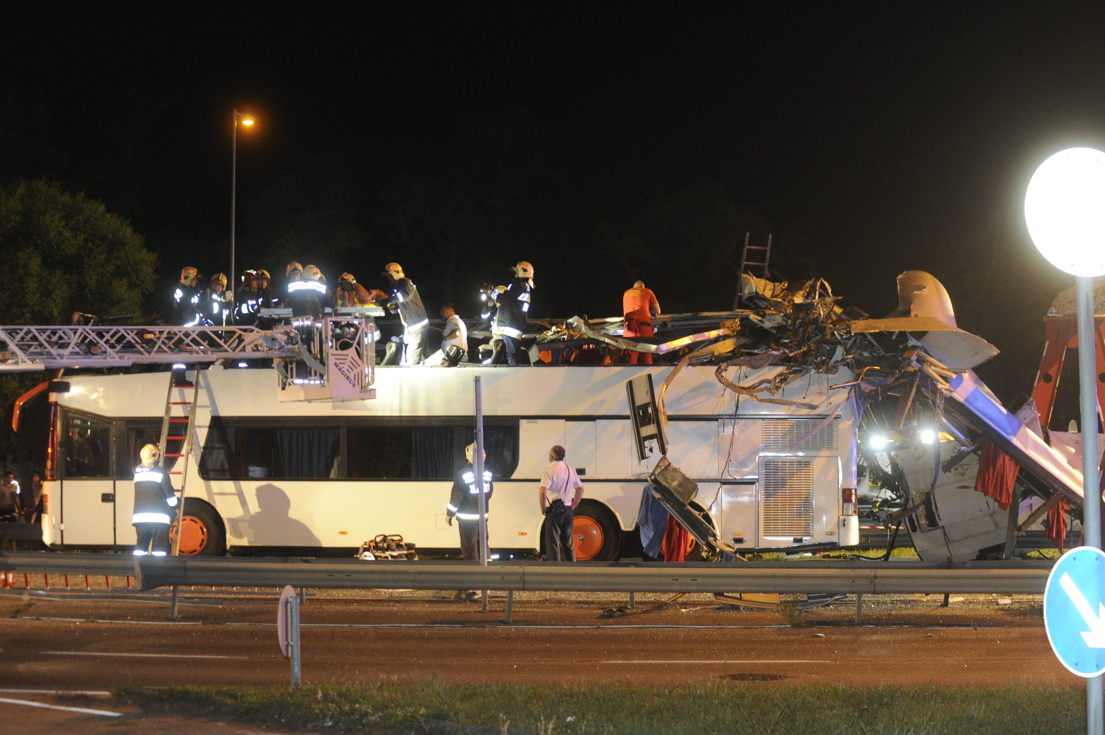 Őrizetbe vették a Ferihegy felé magasságkorlátozó kapuba rohanó busz sofőrjét