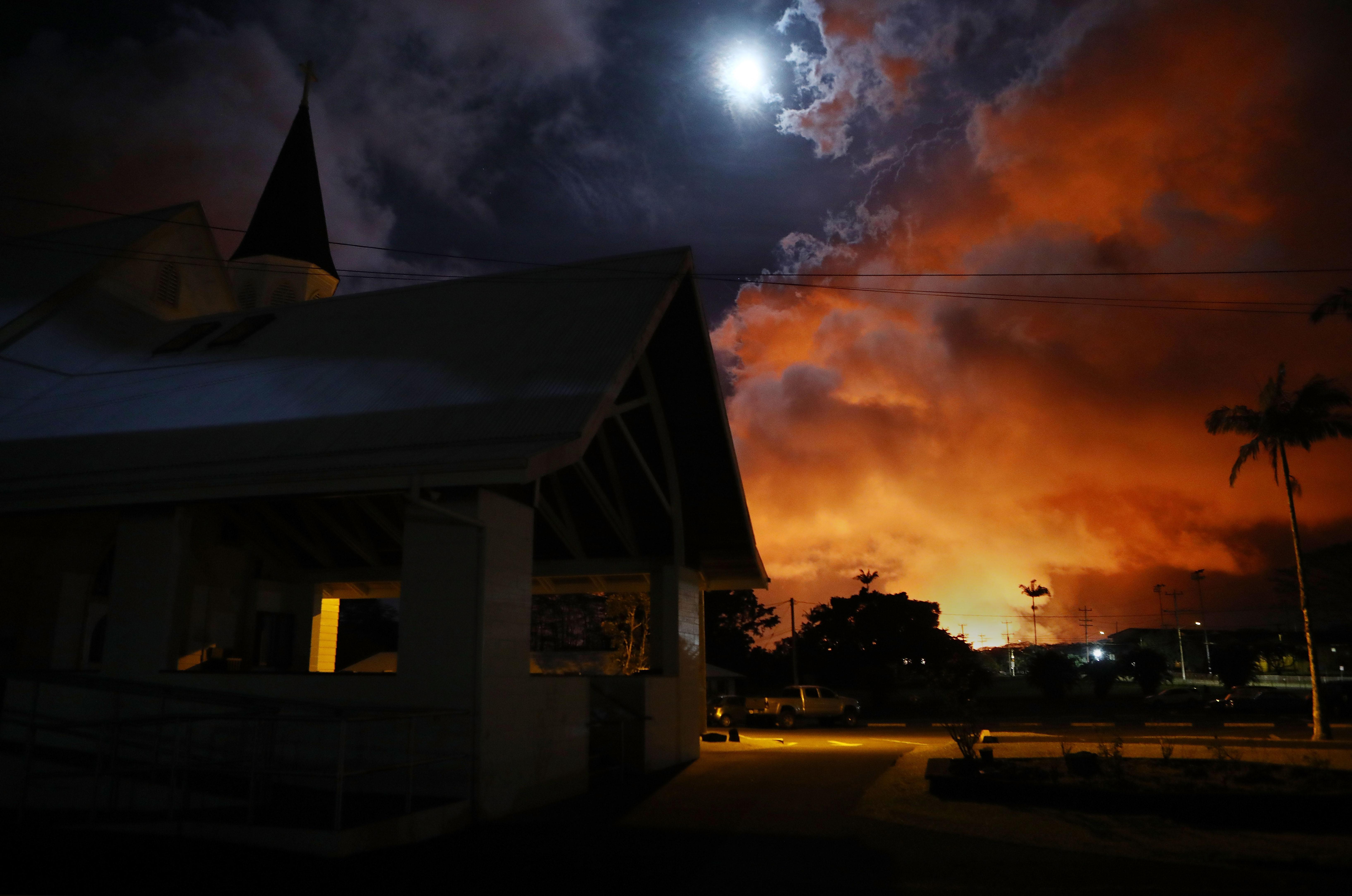 Az amerikai Földtani Intézet nem javasolja, hogy a kitörő vulkán fölött süssünk mályvacukrot