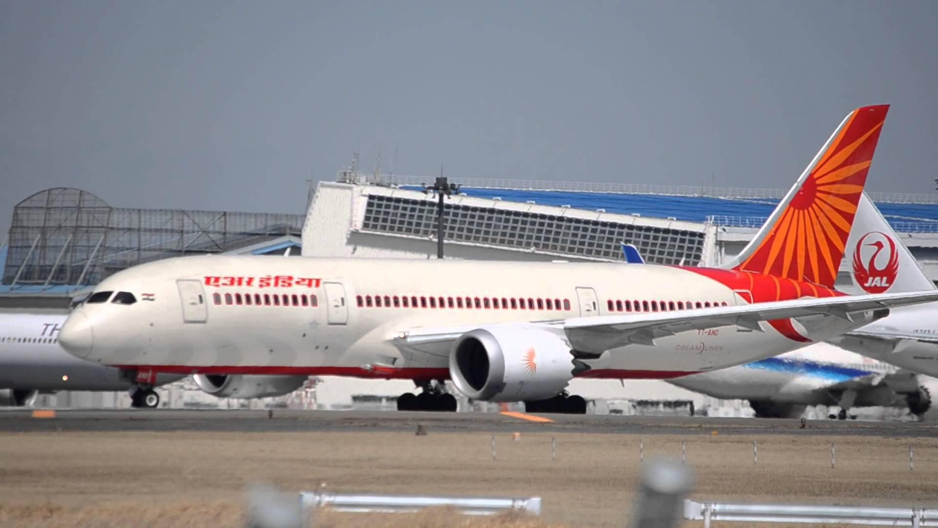 Egy félrenyelt gumicukor miatt szállt le Budapesten az Air India Delhi – London járata