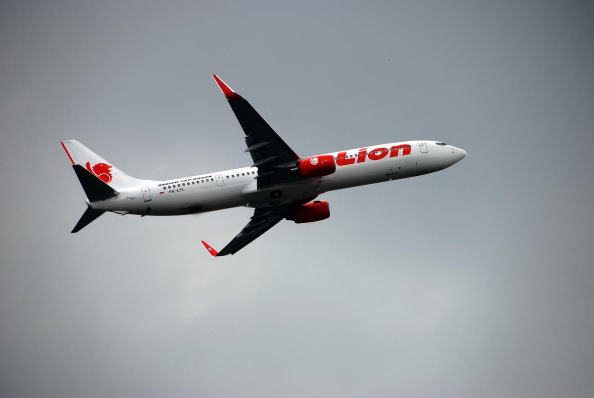 Bombapánik egy indonéz repülőn, tucatnyi utas megsérült a tülekedésben