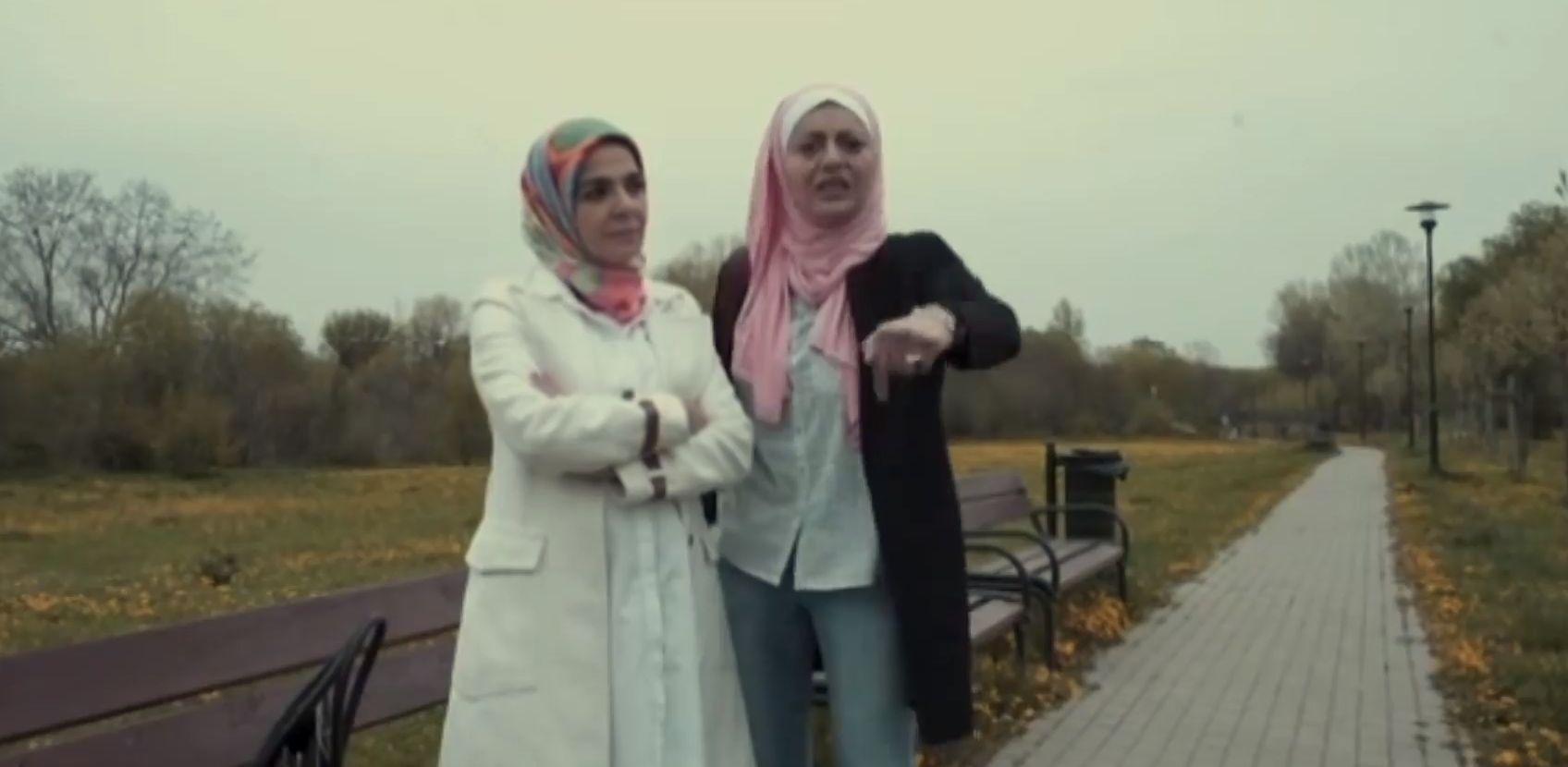 Egyiptomi színésznőkbe kötöttek bele Budapesten a fejkendőjük miatt