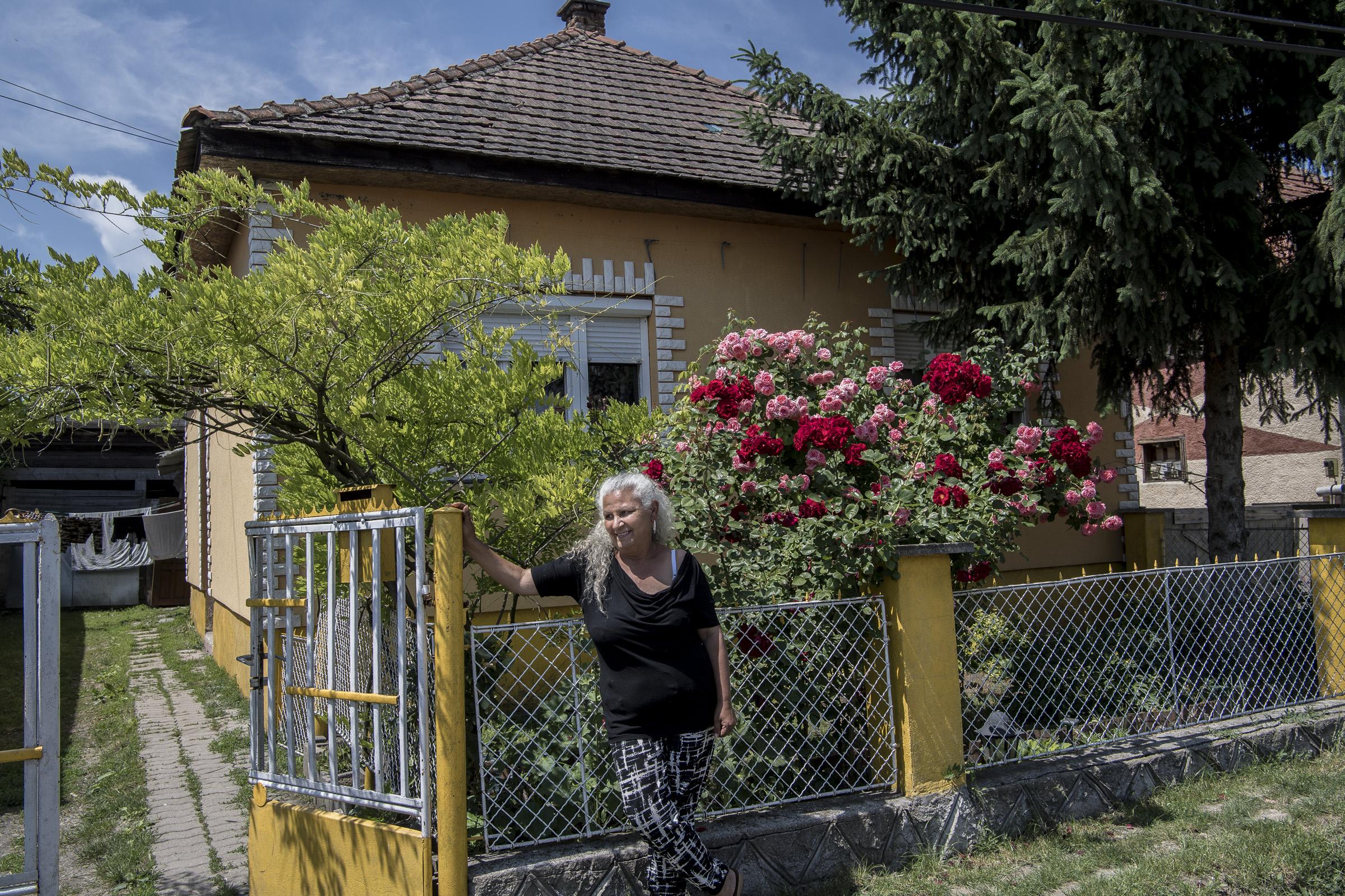 Inkább kidobnak félmilliárdot az ablakon, csak a romáknak ne kelljen adni